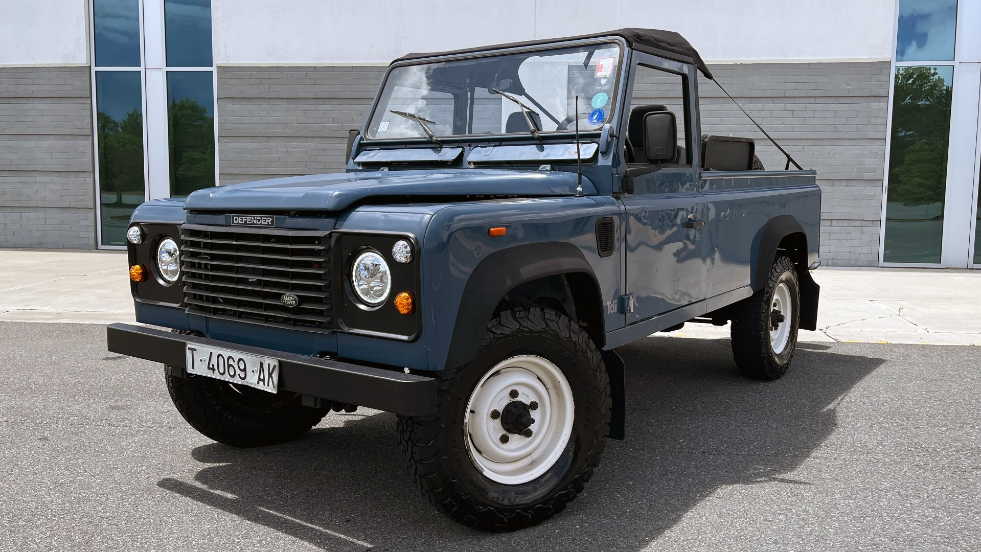 Used 1992 Land Rover DEFENDER 110 SOFT-TOP 4X4 / TURBO DIESEL / MANUAL / NEW SEATS, TOP AND TIRES for sale Call for price at Formula Imports in Charlotte NC 28227 1