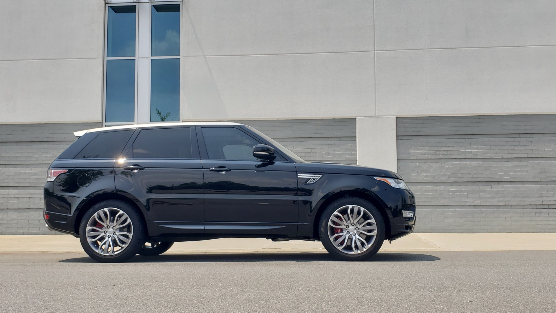 Used 2017 Land Rover Range Rover Sport HSE Dynamic for sale Call for price at Formula Imports in Charlotte NC 28227 9