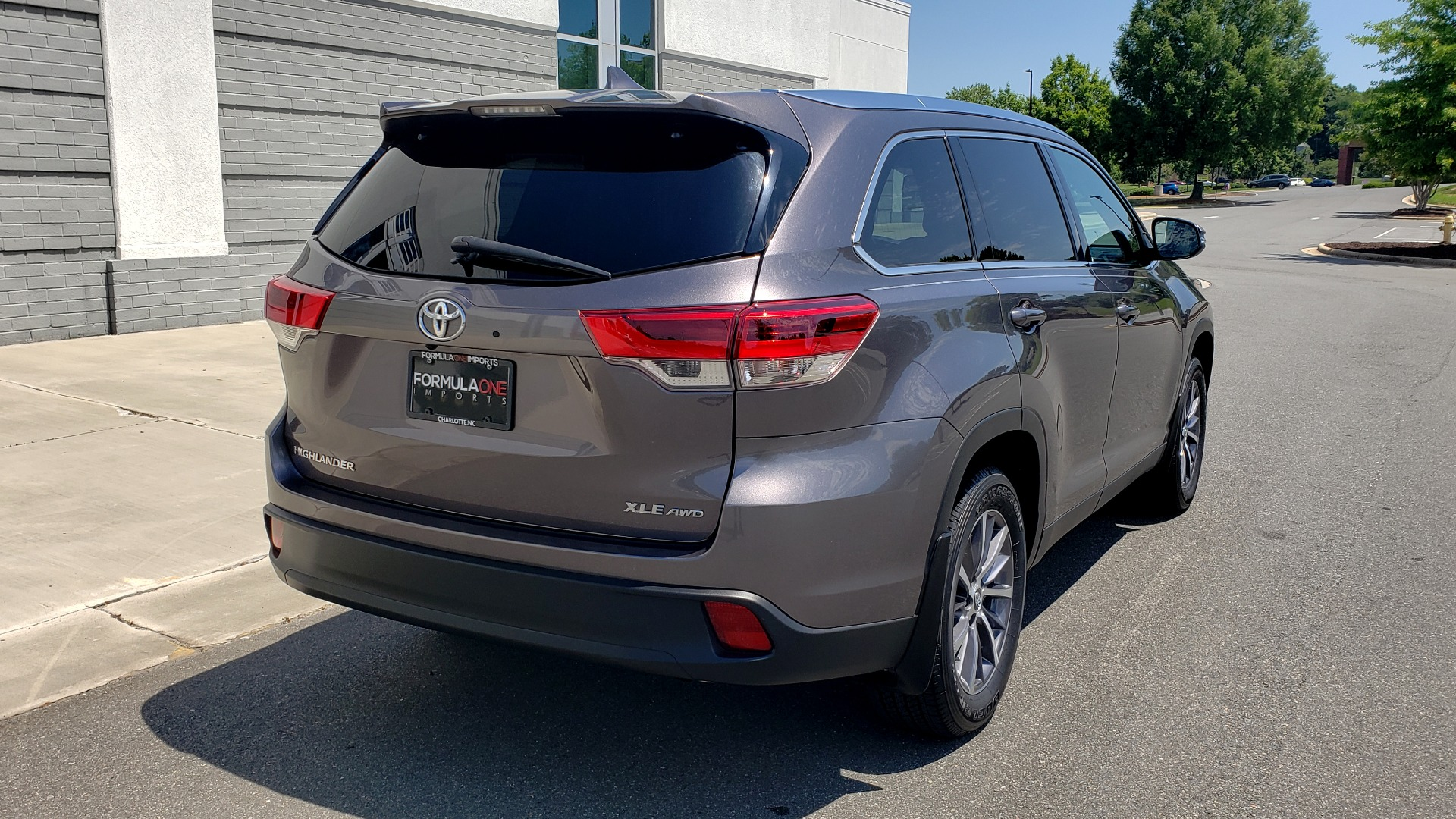 Used 2019 Toyota HIGHLANDER XLE / 3.5L V6 / AWD / LEATHER / 8-SPD AUTO / 1-OWNER for sale $37,500 at Formula Imports in Charlotte NC 28227 2