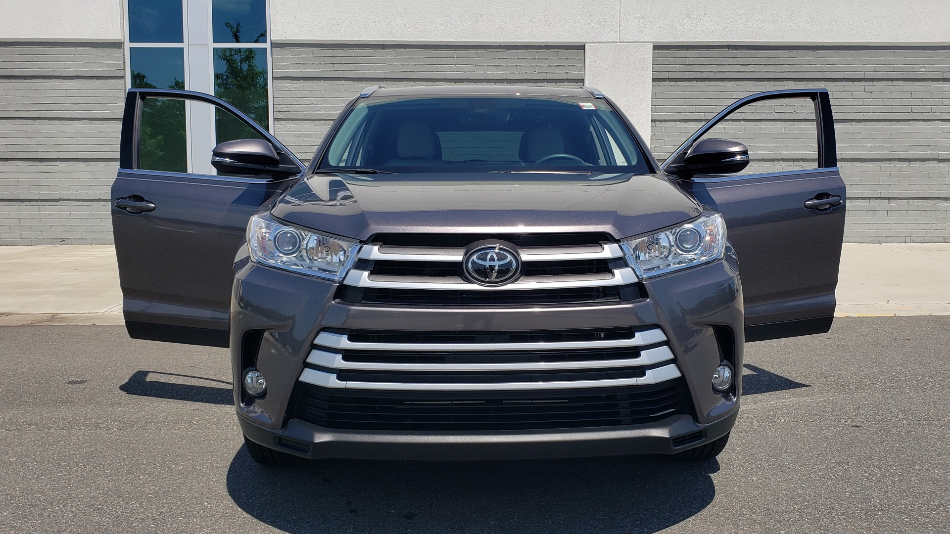 Used 2019 Toyota HIGHLANDER XLE / 3.5L V6 / AWD / LEATHER / 8-SPD AUTO / 1-OWNER for sale $37,500 at Formula Imports in Charlotte NC 28227 20