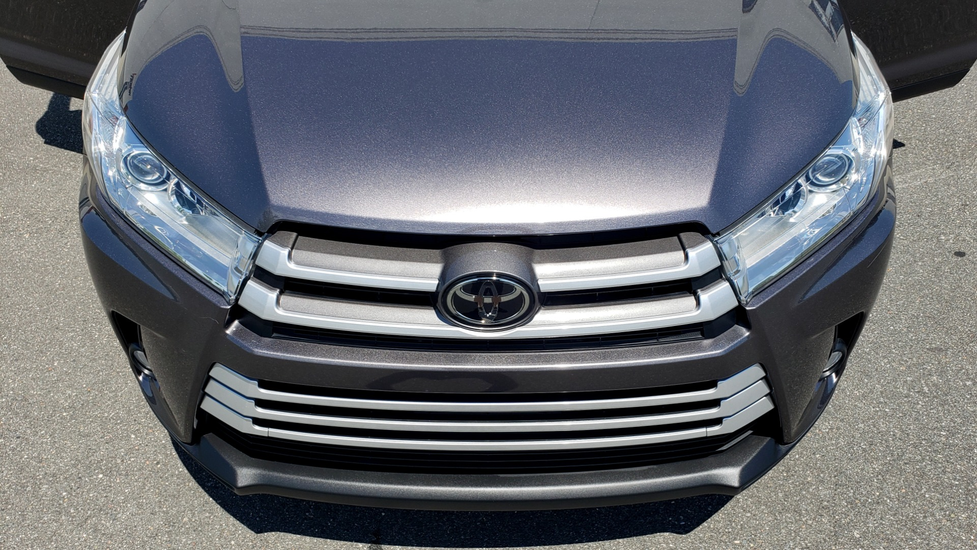 Used 2019 Toyota HIGHLANDER XLE / 3.5L V6 / AWD / LEATHER / 8-SPD AUTO / 1-OWNER for sale $37,500 at Formula Imports in Charlotte NC 28227 23