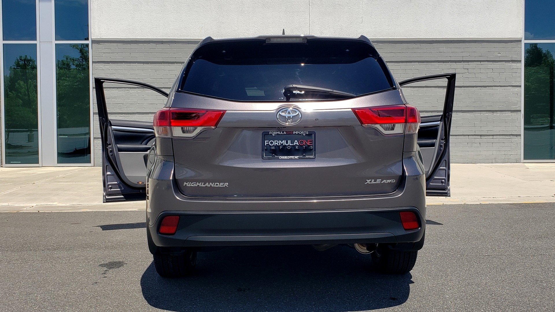 Used 2019 Toyota HIGHLANDER XLE / 3.5L V6 / AWD / LEATHER / 8-SPD AUTO / 1-OWNER for sale $37,500 at Formula Imports in Charlotte NC 28227 27