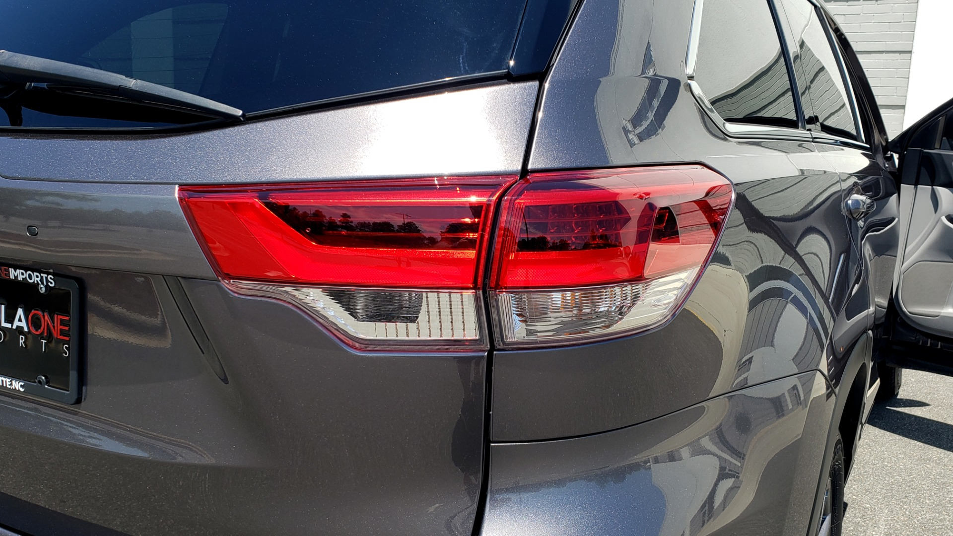 Used 2019 Toyota HIGHLANDER XLE / 3.5L V6 / AWD / LEATHER / 8-SPD AUTO / 1-OWNER for sale $37,500 at Formula Imports in Charlotte NC 28227 29