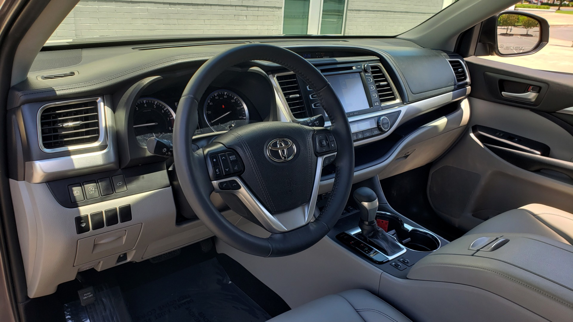 Used 2019 Toyota HIGHLANDER XLE / 3.5L V6 / AWD / LEATHER / 8-SPD AUTO / 1-OWNER for sale $37,500 at Formula Imports in Charlotte NC 28227 34