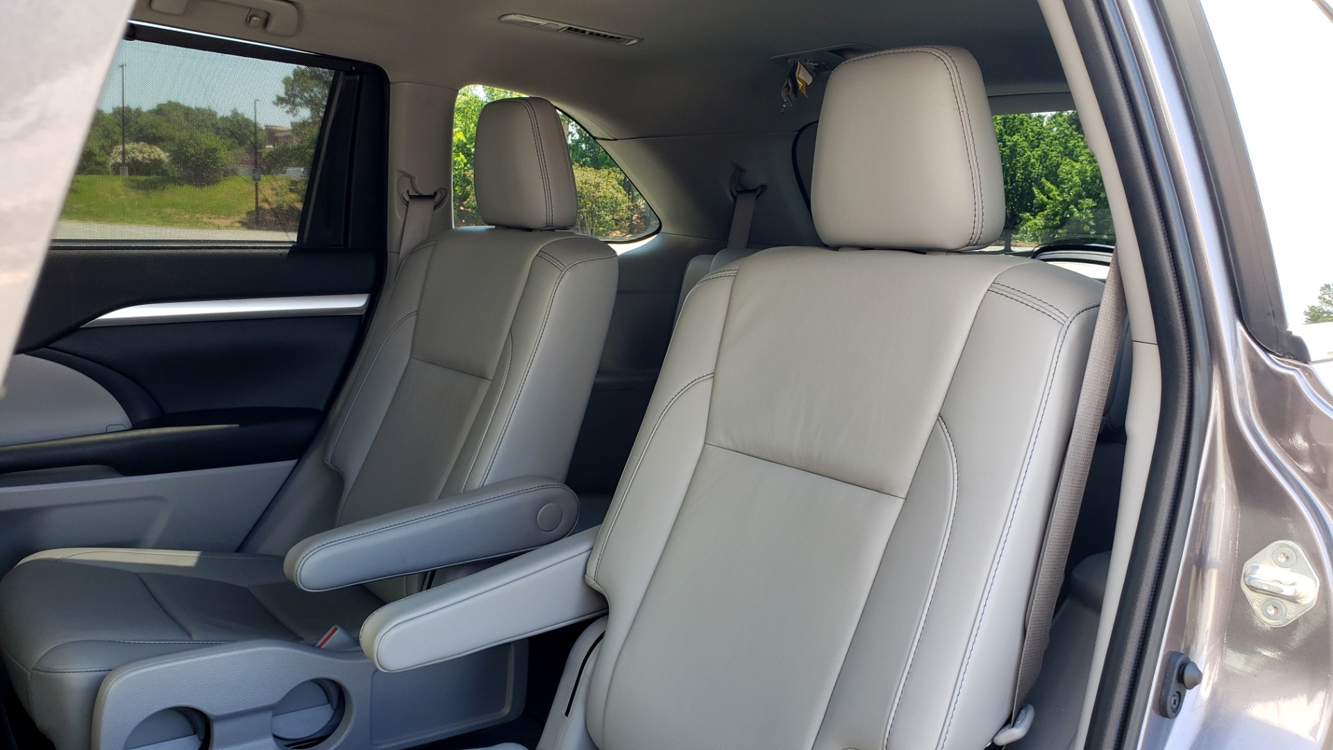 Used 2019 Toyota HIGHLANDER XLE / 3.5L V6 / AWD / LEATHER / 8-SPD AUTO / 1-OWNER for sale $37,500 at Formula Imports in Charlotte NC 28227 62