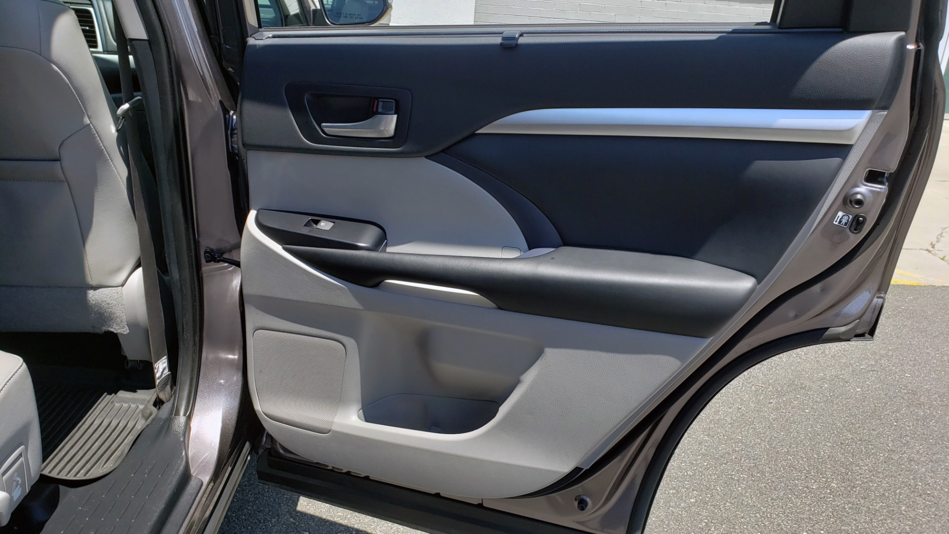 Used 2019 Toyota HIGHLANDER XLE / 3.5L V6 / AWD / LEATHER / 8-SPD AUTO / 1-OWNER for sale $37,500 at Formula Imports in Charlotte NC 28227 71