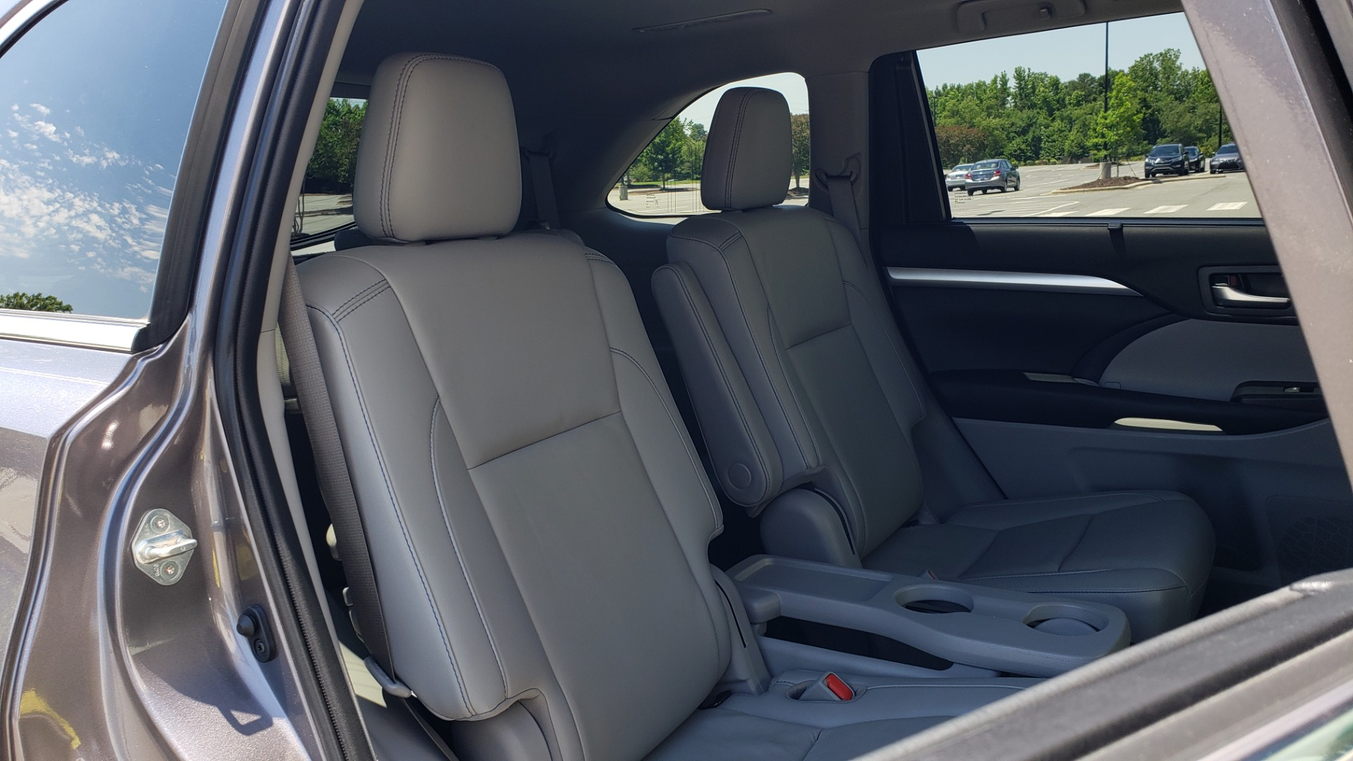 Used 2019 Toyota HIGHLANDER XLE / 3.5L V6 / AWD / LEATHER / 8-SPD AUTO / 1-OWNER for sale $37,500 at Formula Imports in Charlotte NC 28227 73