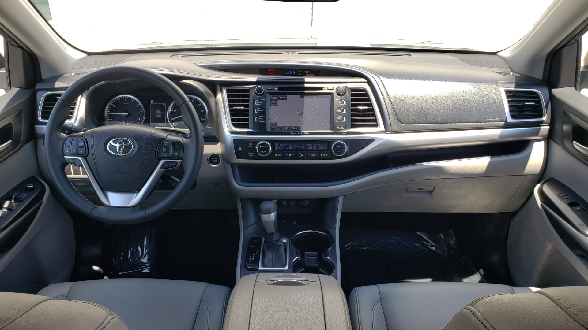 Used 2019 Toyota HIGHLANDER XLE / 3.5L V6 / AWD / LEATHER / 8-SPD AUTO / 1-OWNER for sale $37,500 at Formula Imports in Charlotte NC 28227 78