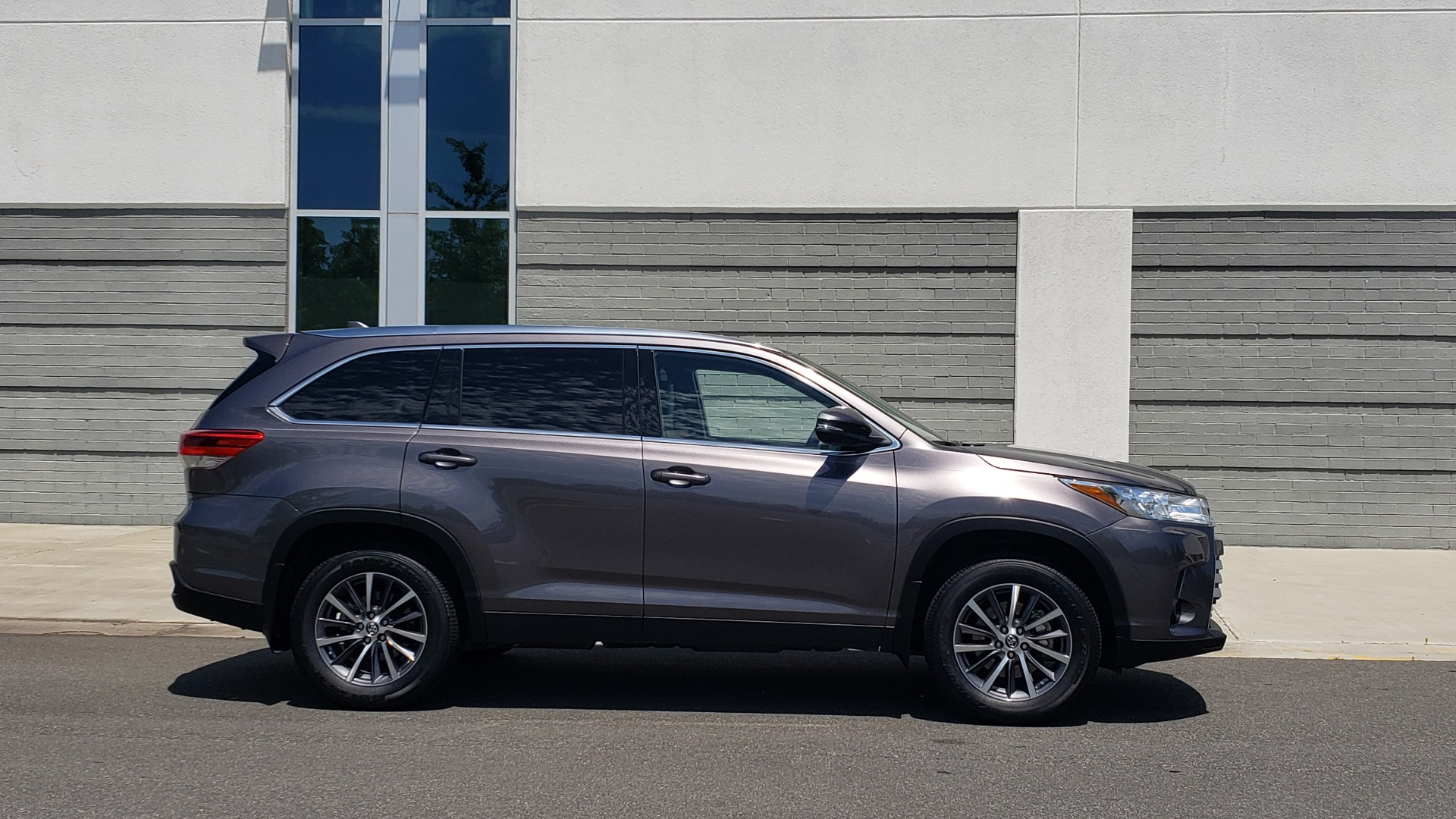 Used 2019 Toyota HIGHLANDER XLE / 3.5L V6 / AWD / LEATHER / 8-SPD AUTO / 1-OWNER for sale $37,500 at Formula Imports in Charlotte NC 28227 8