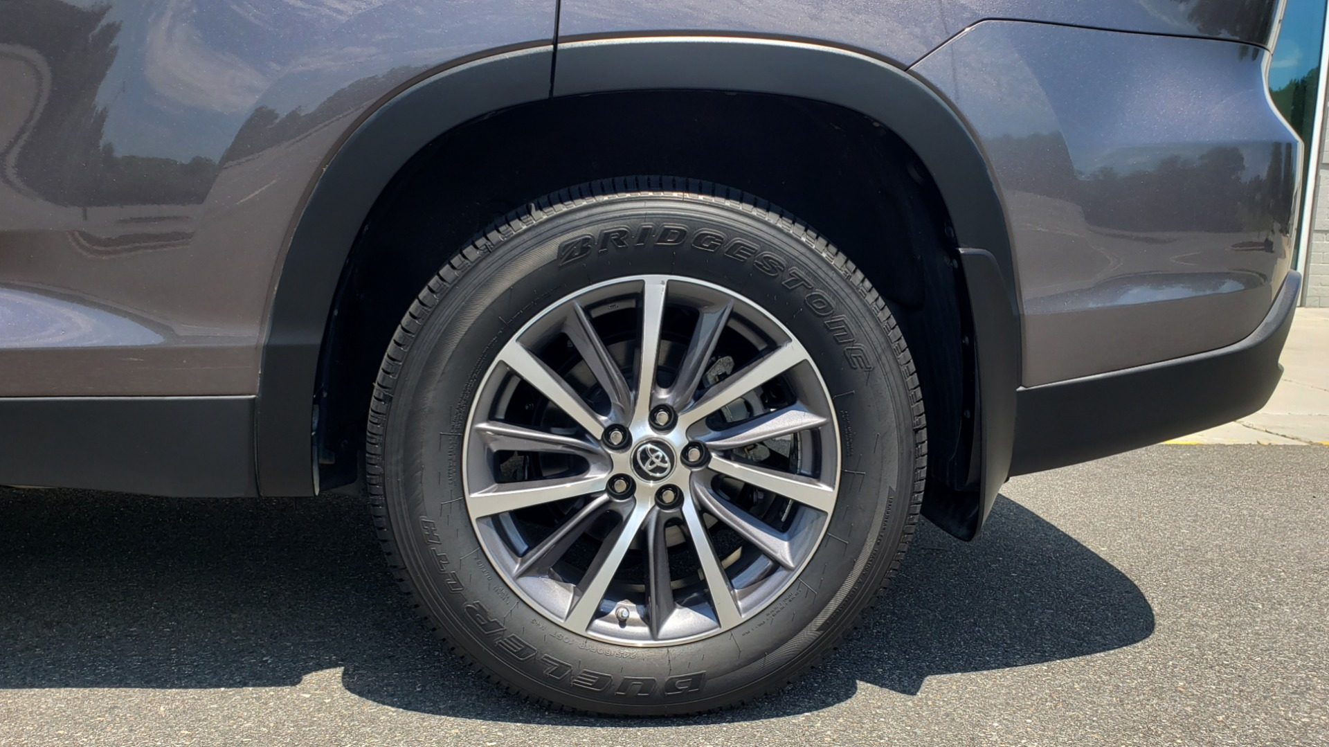 Used 2019 Toyota HIGHLANDER XLE / 3.5L V6 / AWD / LEATHER / 8-SPD AUTO / 1-OWNER for sale $37,500 at Formula Imports in Charlotte NC 28227 81