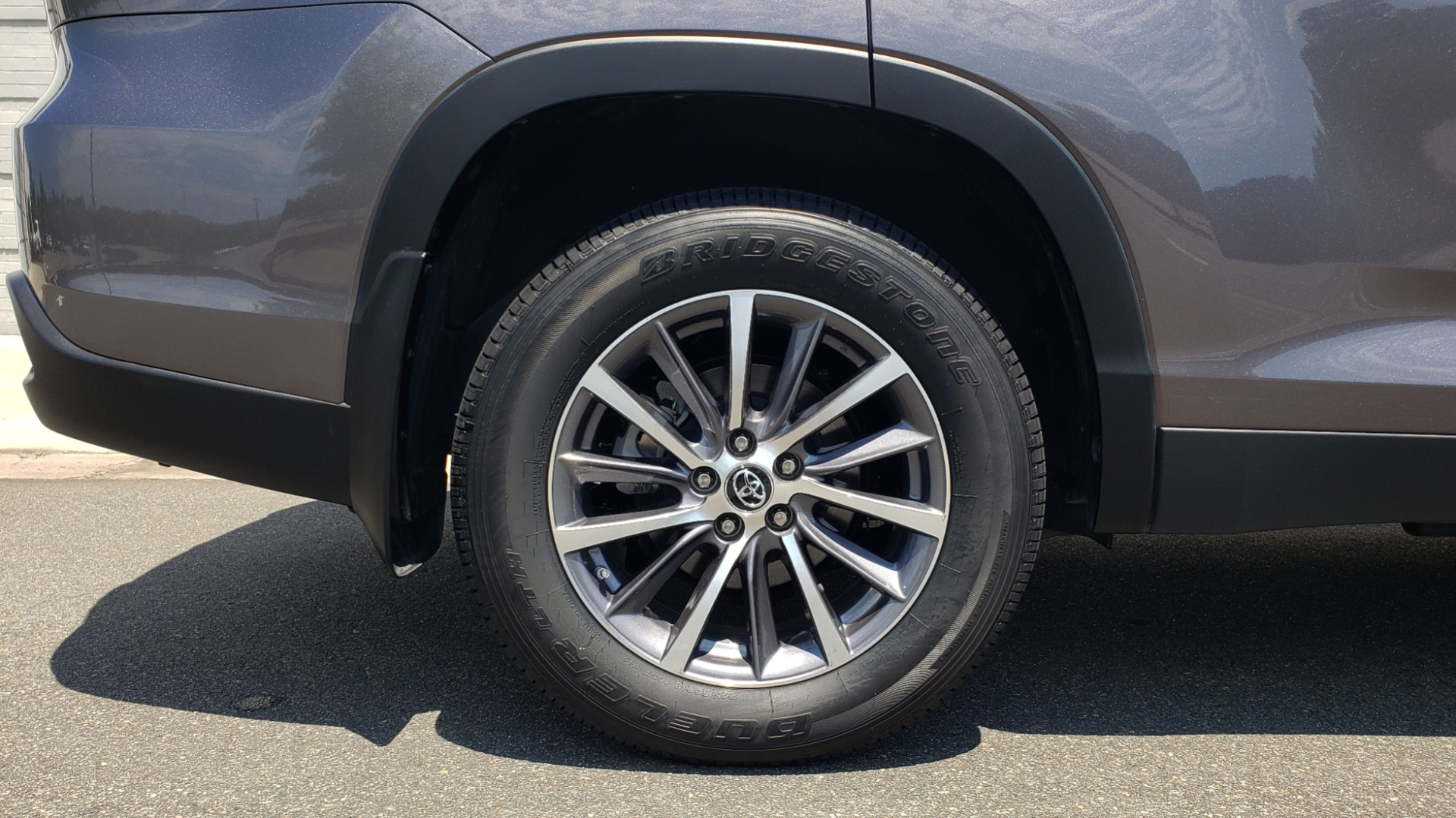 Used 2019 Toyota HIGHLANDER XLE / 3.5L V6 / AWD / LEATHER / 8-SPD AUTO / 1-OWNER for sale $37,500 at Formula Imports in Charlotte NC 28227 82