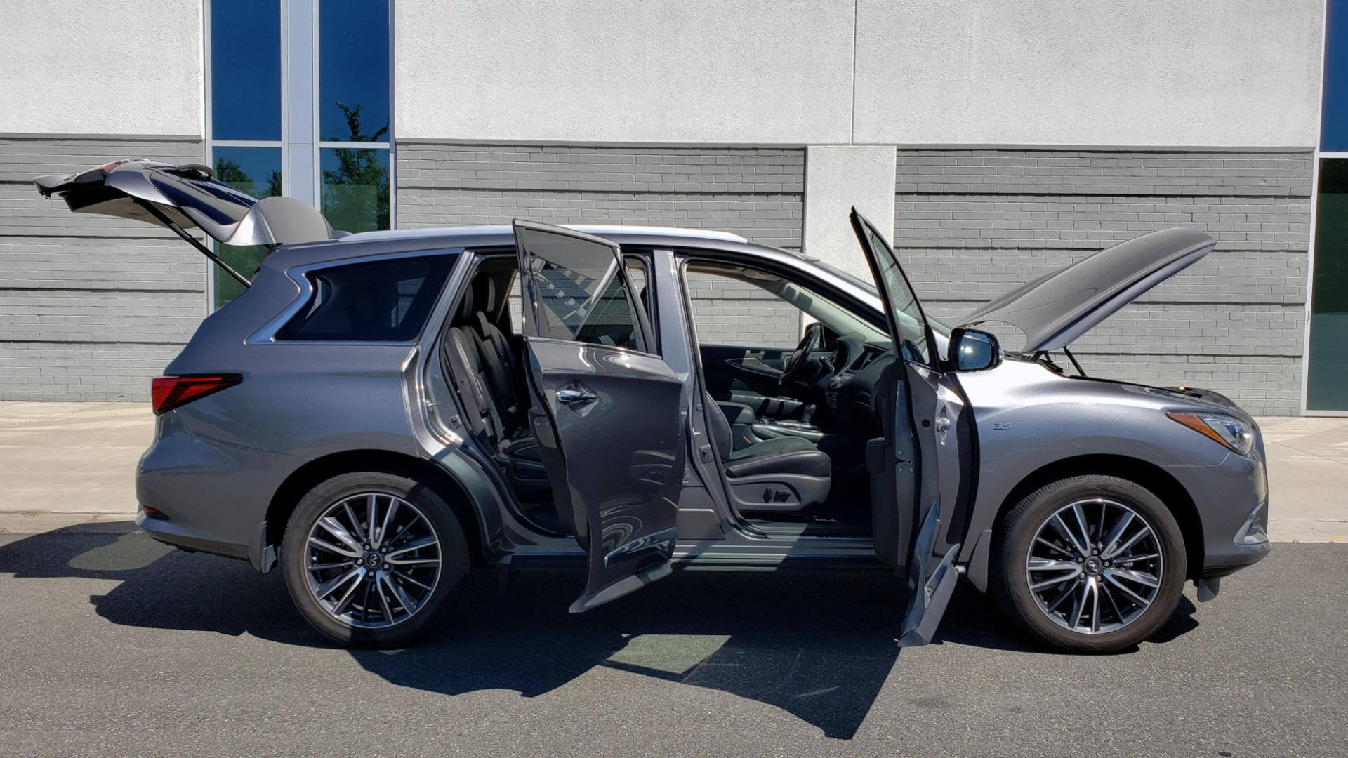 Used 2018 INFINITI QX60 3.5L V6 / FWD / CVT TRANS / NAV / SUNROOF / 3-ROWS / REARVIEW for sale $31,999 at Formula Imports in Charlotte NC 28227 13