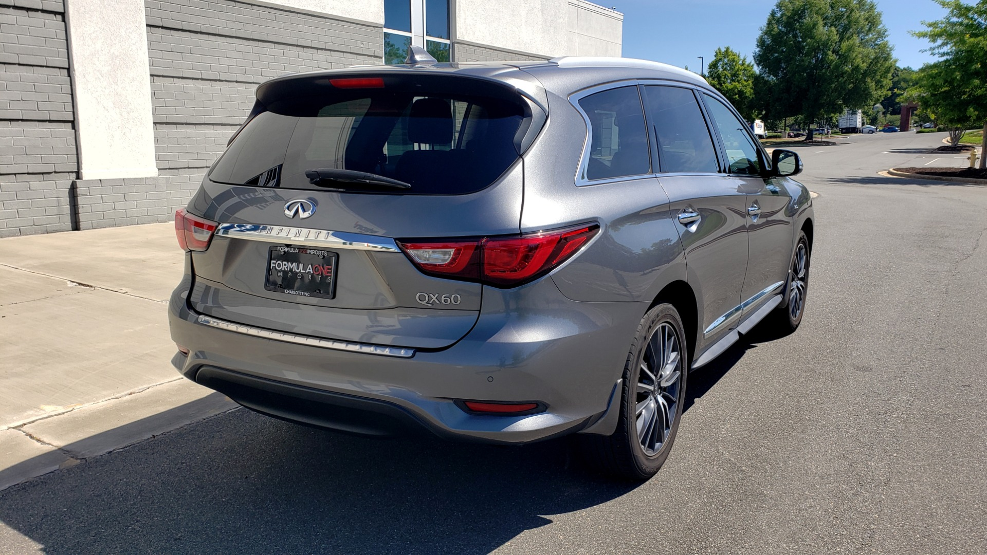 Used 2018 INFINITI QX60 3.5L V6 / FWD / CVT TRANS / NAV / SUNROOF / 3-ROWS / REARVIEW for sale $31,999 at Formula Imports in Charlotte NC 28227 2