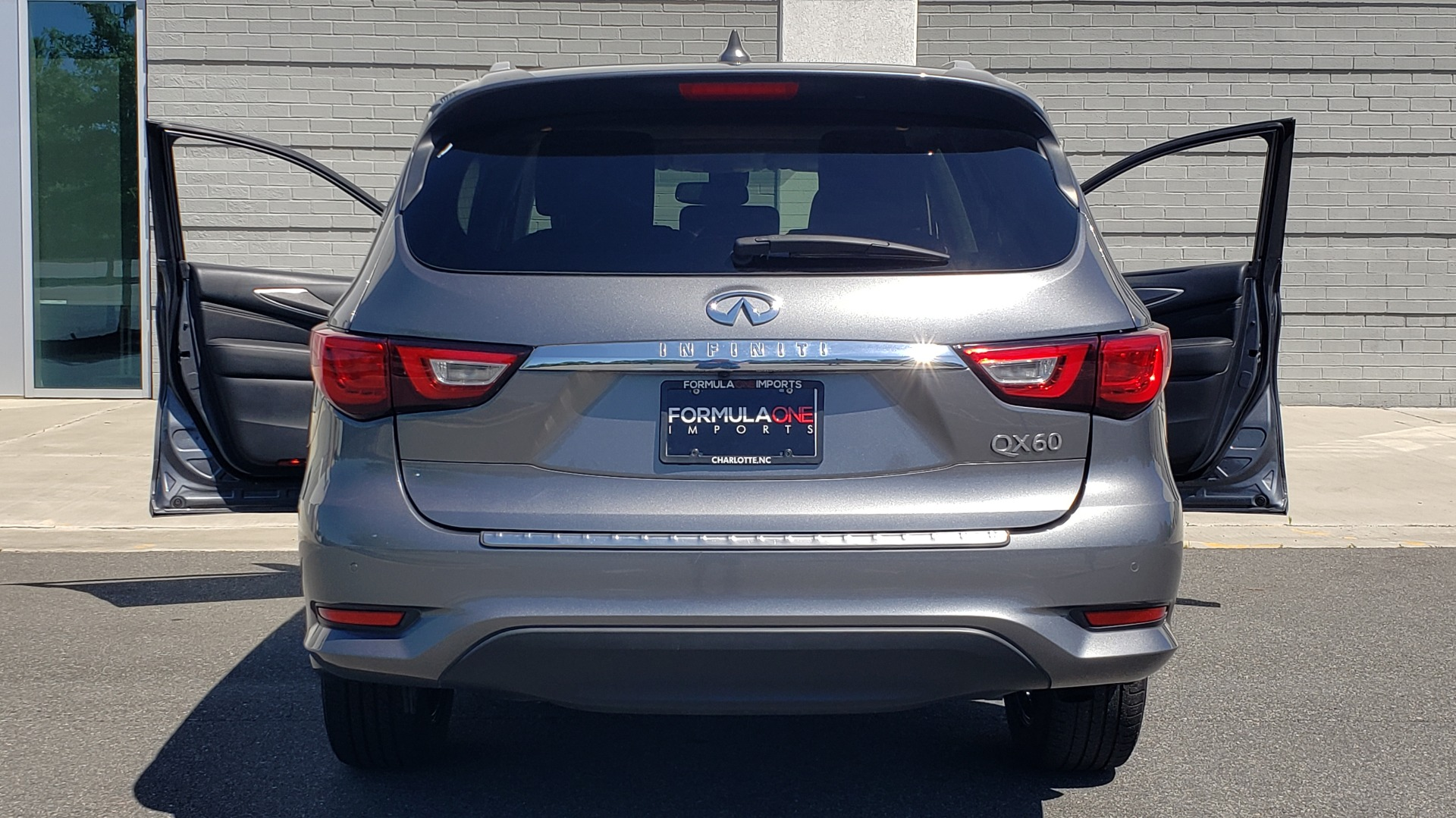 Used 2018 INFINITI QX60 3.5L V6 / FWD / CVT TRANS / NAV / SUNROOF / 3-ROWS / REARVIEW for sale $31,999 at Formula Imports in Charlotte NC 28227 33