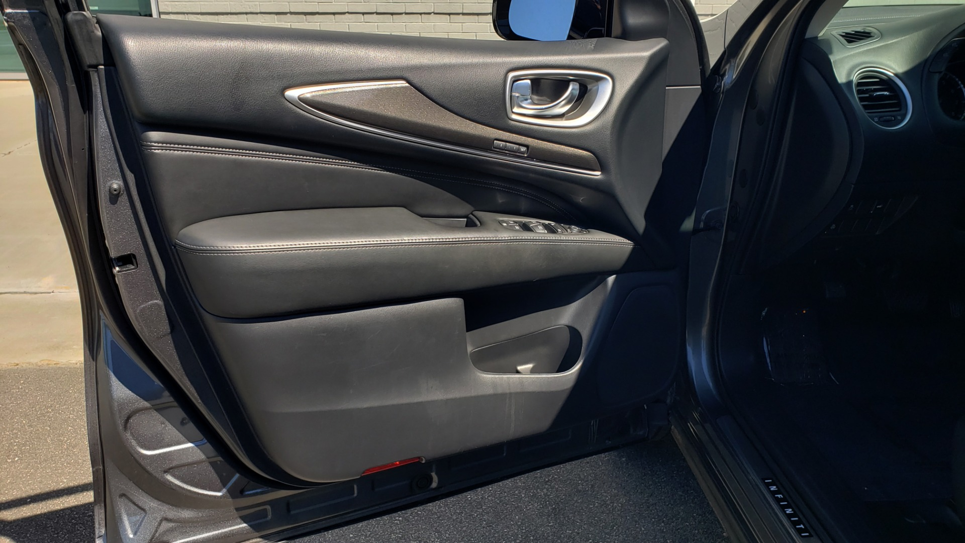 Used 2018 INFINITI QX60 3.5L V6 / FWD / CVT TRANS / NAV / SUNROOF / 3-ROWS / REARVIEW for sale $31,999 at Formula Imports in Charlotte NC 28227 37