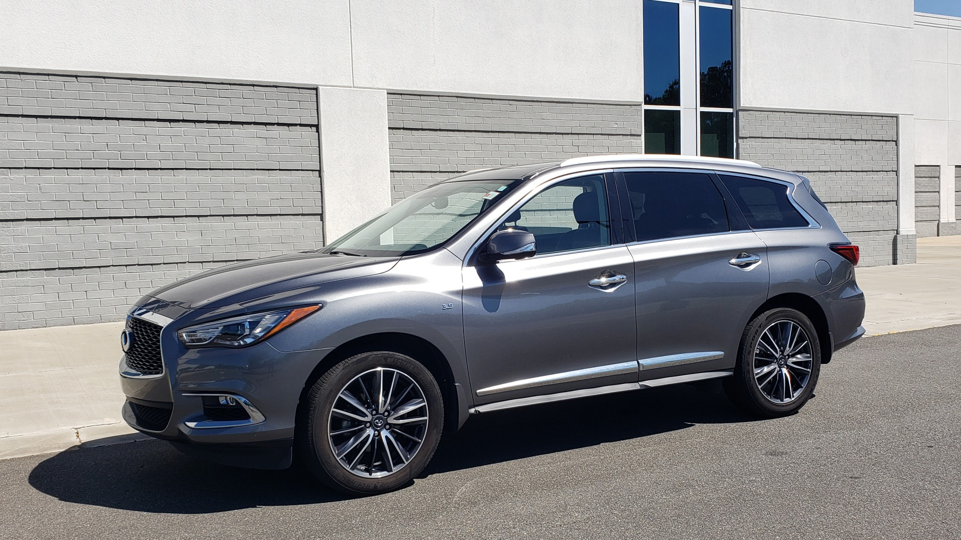 Used 2018 INFINITI QX60 3.5L V6 / FWD / CVT TRANS / NAV / SUNROOF / 3-ROWS / REARVIEW for sale $31,999 at Formula Imports in Charlotte NC 28227 4