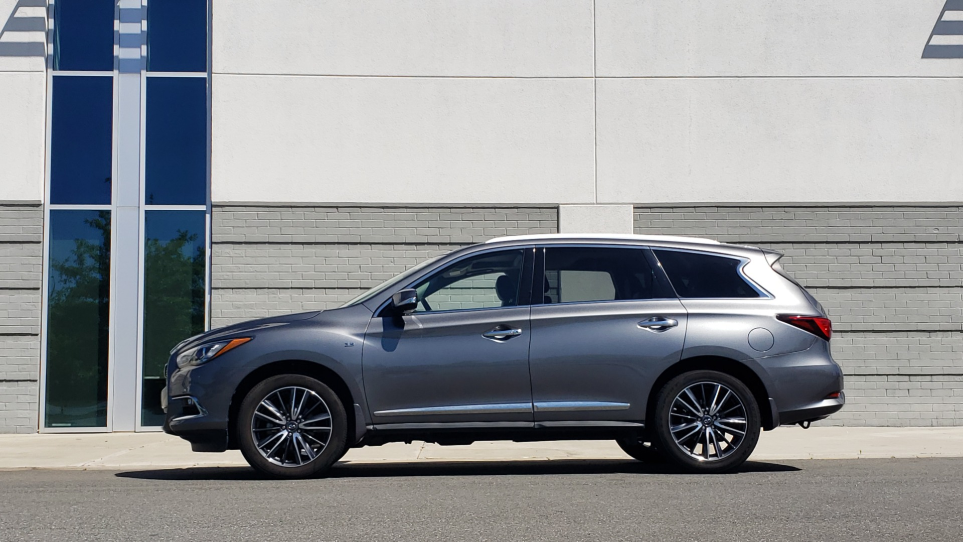 Used 2018 INFINITI QX60 3.5L V6 / FWD / CVT TRANS / NAV / SUNROOF / 3-ROWS / REARVIEW for sale $31,999 at Formula Imports in Charlotte NC 28227 5