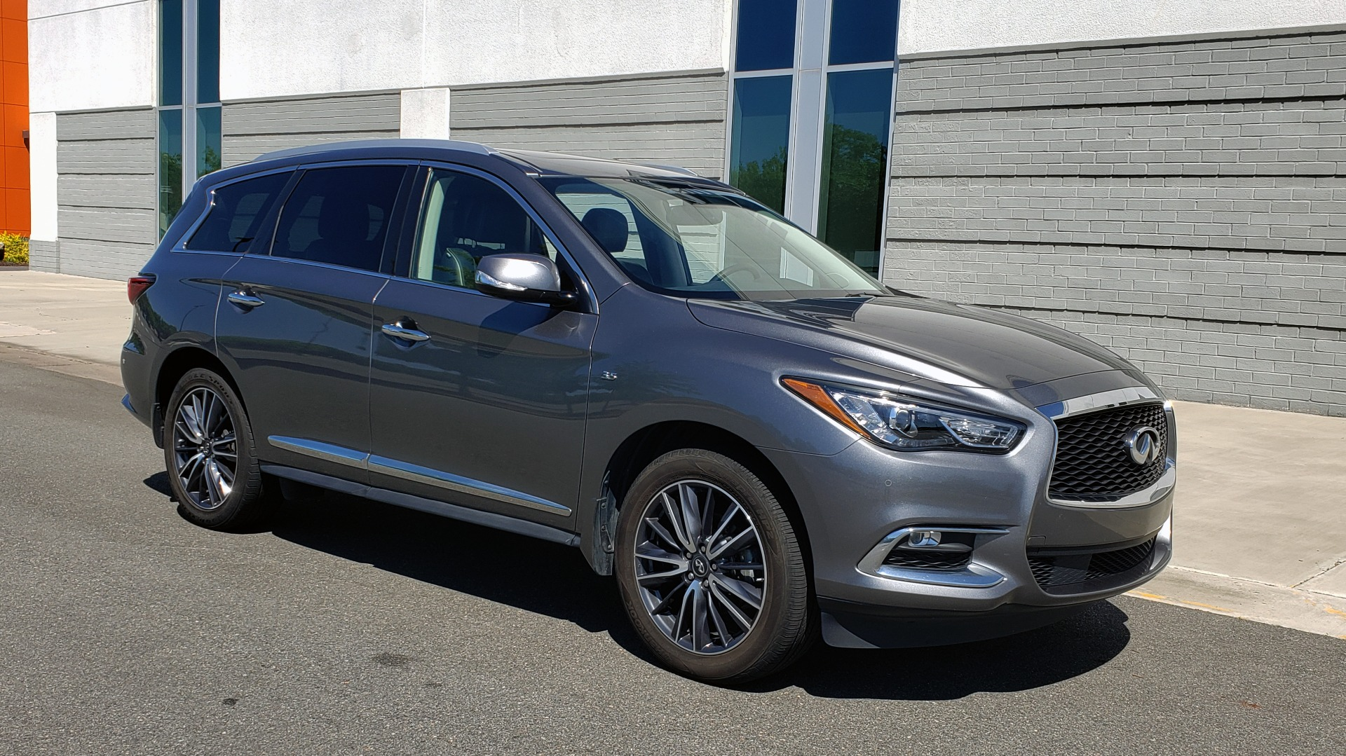 Used 2018 INFINITI QX60 3.5L V6 / FWD / CVT TRANS / NAV / SUNROOF / 3-ROWS / REARVIEW for sale $31,999 at Formula Imports in Charlotte NC 28227 7
