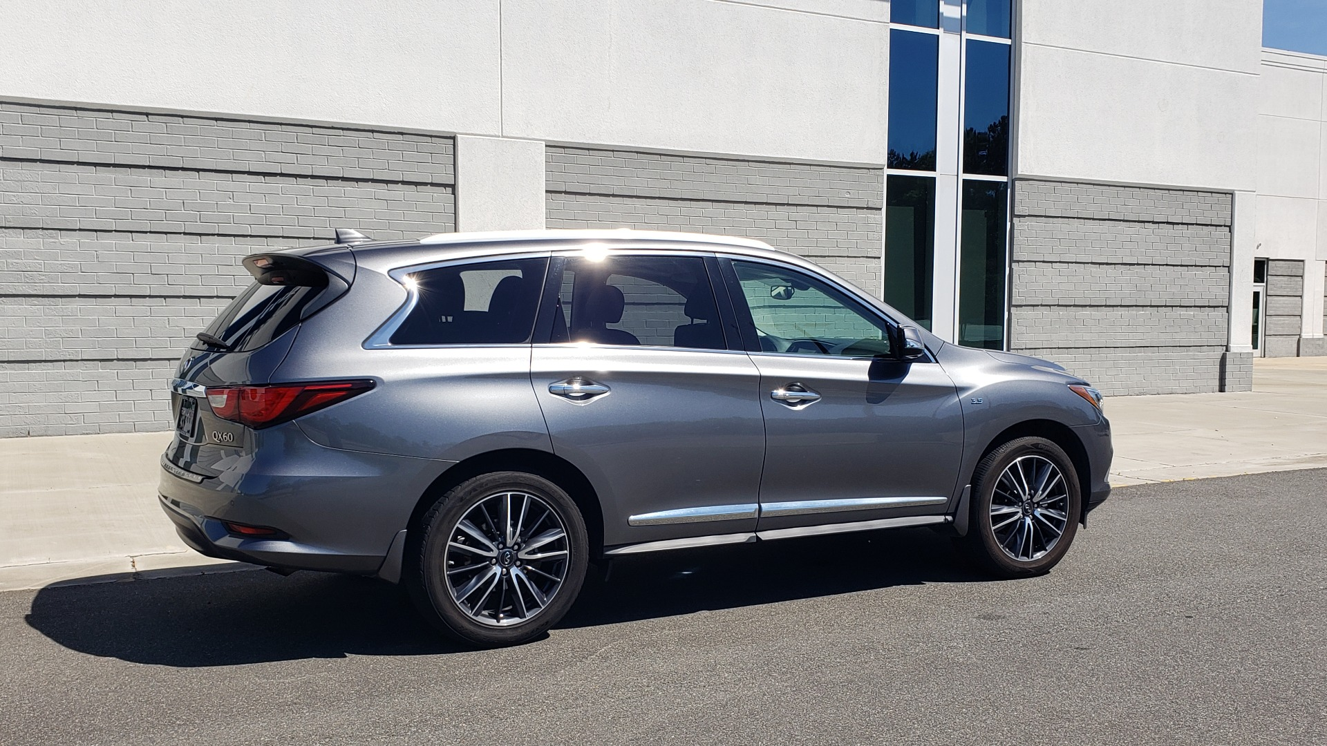 Used 2018 INFINITI QX60 3.5L V6 / FWD / CVT TRANS / NAV / SUNROOF / 3-ROWS / REARVIEW for sale $31,999 at Formula Imports in Charlotte NC 28227 8