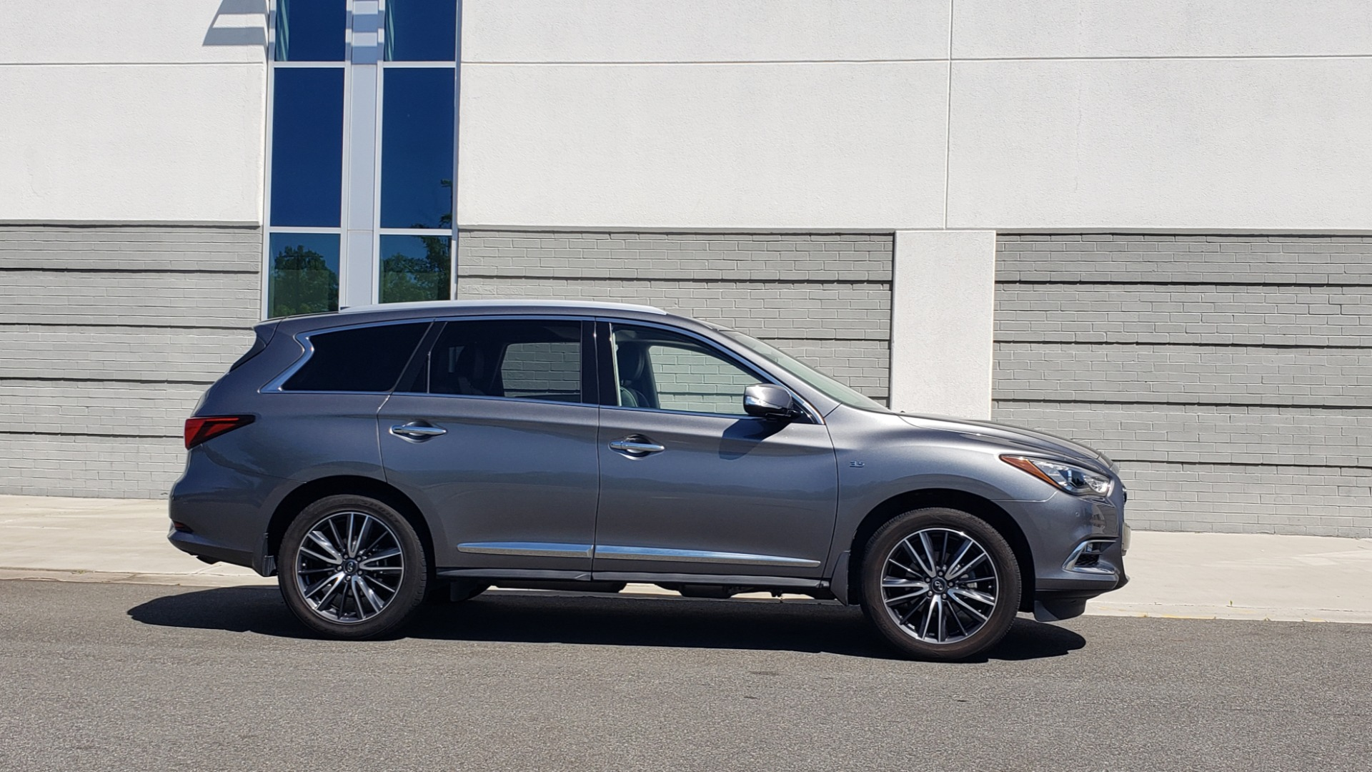 Used 2018 INFINITI QX60 3.5L V6 / FWD / CVT TRANS / NAV / SUNROOF / 3-ROWS / REARVIEW for sale $31,999 at Formula Imports in Charlotte NC 28227 9
