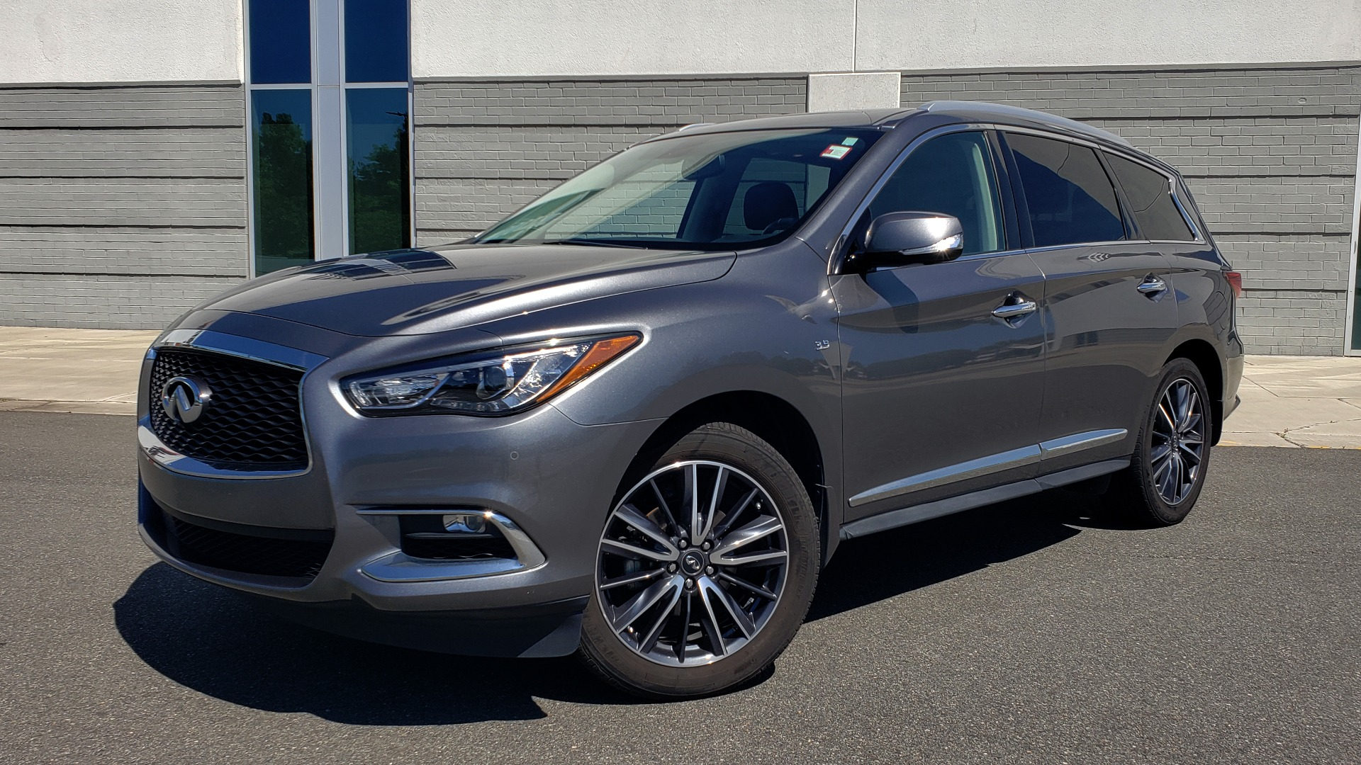 Used 2018 INFINITI QX60 3.5L V6 / FWD / CVT TRANS / NAV / SUNROOF / 3-ROWS / REARVIEW for sale $31,999 at Formula Imports in Charlotte NC 28227 1