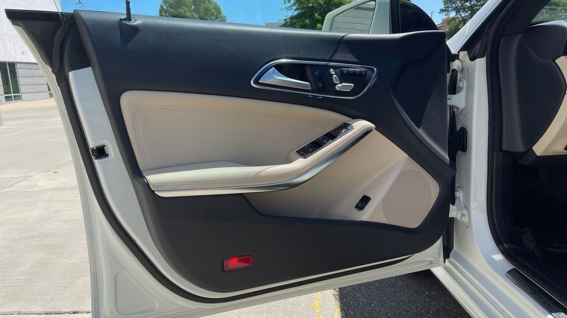 Used 2018 Mercedes-Benz CLA 250 PREMIUM / CONV PKG / APPLE / PANO-ROOF / REARVIEW for sale $29,795 at Formula Imports in Charlotte NC 28227 25