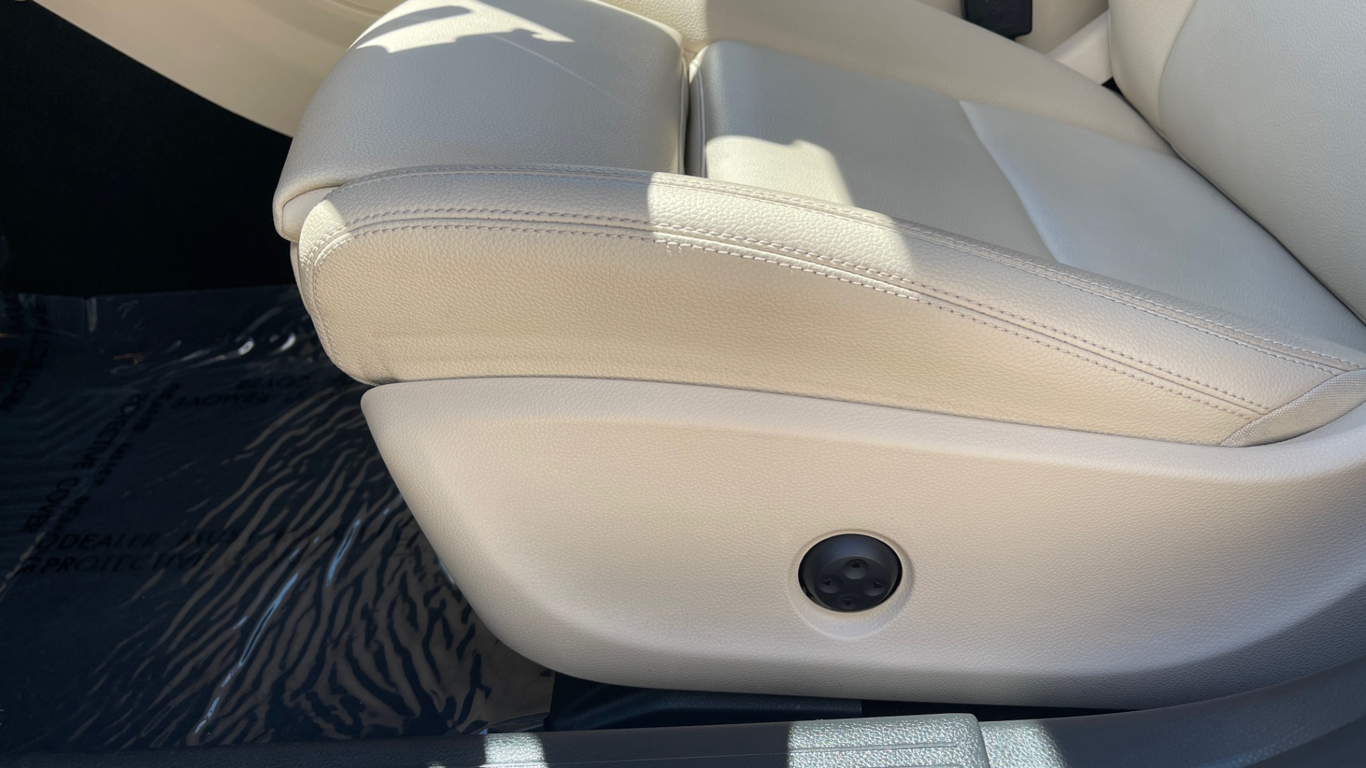 Used 2018 Mercedes-Benz CLA 250 PREMIUM / CONV PKG / APPLE / PANO-ROOF / REARVIEW for sale $29,795 at Formula Imports in Charlotte NC 28227 28