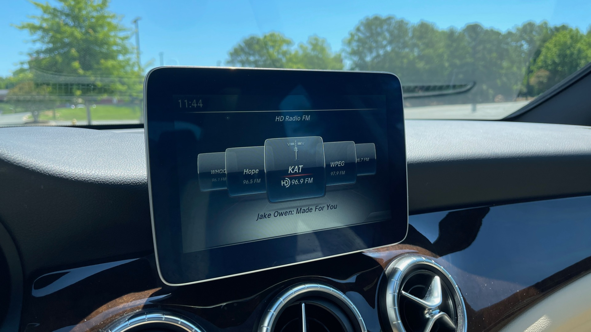 Used 2018 Mercedes-Benz CLA 250 PREMIUM / CONV PKG / APPLE / PANO-ROOF / REARVIEW for sale $29,795 at Formula Imports in Charlotte NC 28227 40