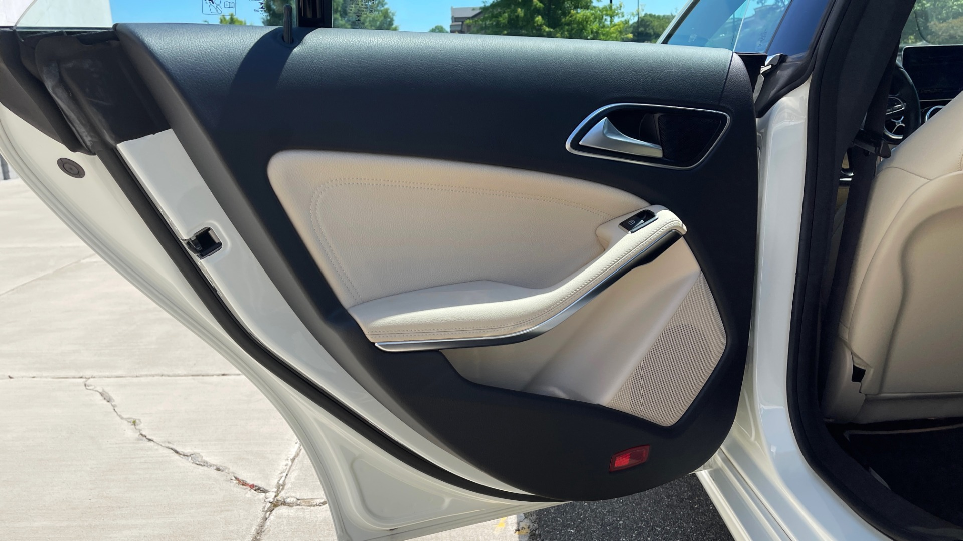 Used 2018 Mercedes-Benz CLA 250 PREMIUM / CONV PKG / APPLE / PANO-ROOF / REARVIEW for sale $29,795 at Formula Imports in Charlotte NC 28227 55