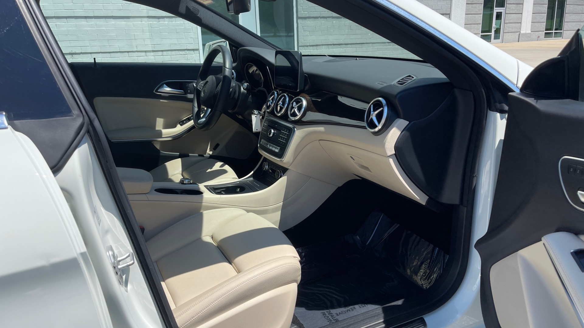 Used 2018 Mercedes-Benz CLA 250 PREMIUM / CONV PKG / APPLE / PANO-ROOF / REARVIEW for sale $29,795 at Formula Imports in Charlotte NC 28227 64