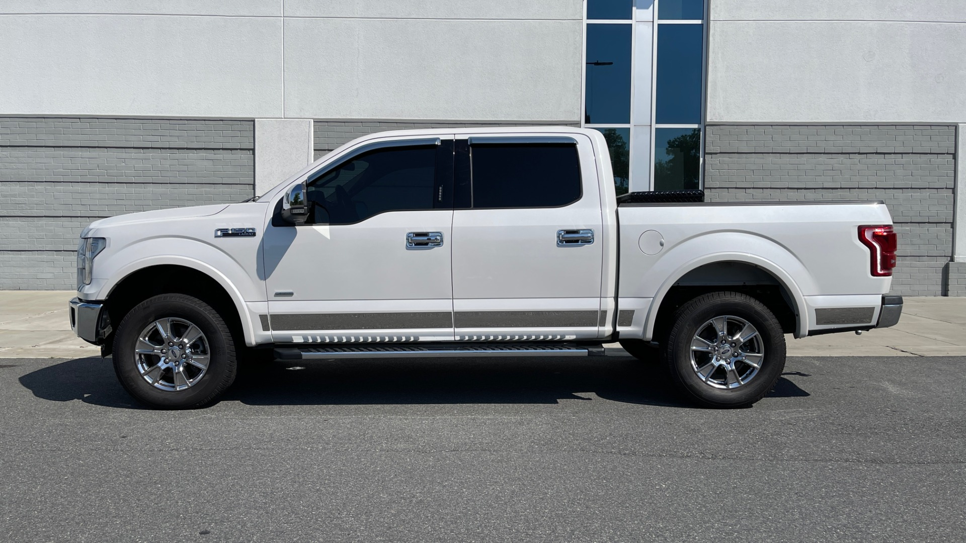 Used 2016 Ford F-150 LARIAT 4X4 / 3.5L V6 / 6-SPD AUTO / BLIS / SONY / NAV / REARVIEW for sale $37,500 at Formula Imports in Charlotte NC 28227 4