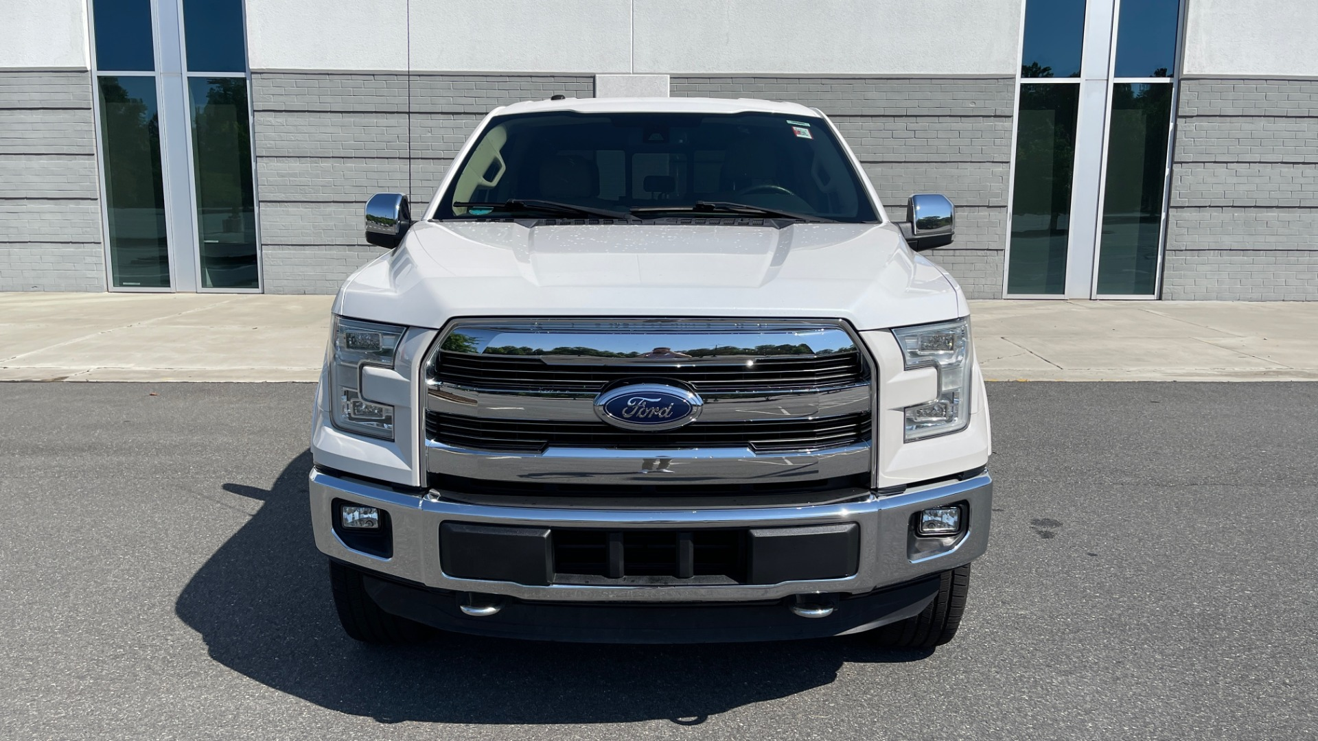 Used 2016 Ford F-150 LARIAT 4X4 / 3.5L V6 / 6-SPD AUTO / BLIS / SONY / NAV / REARVIEW for sale $37,500 at Formula Imports in Charlotte NC 28227 5