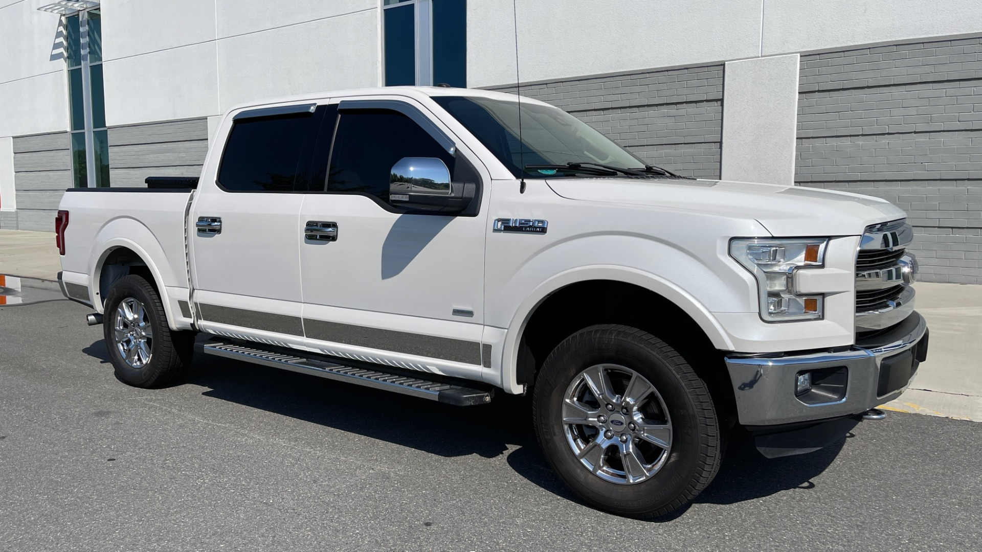 Used 2016 Ford F-150 LARIAT 4X4 / 3.5L V6 / 6-SPD AUTO / BLIS / SONY / NAV / REARVIEW for sale $37,500 at Formula Imports in Charlotte NC 28227 6