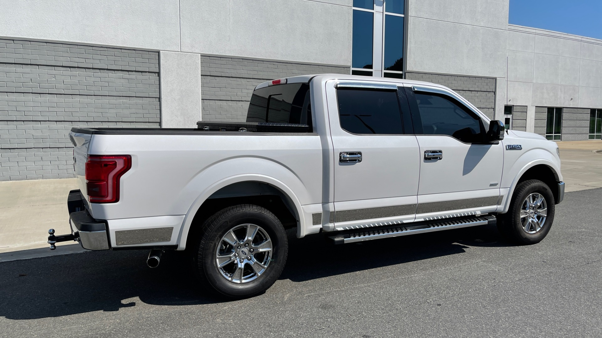 Used 2016 Ford F-150 LARIAT 4X4 / 3.5L V6 / 6-SPD AUTO / BLIS / SONY / NAV / REARVIEW for sale $37,500 at Formula Imports in Charlotte NC 28227 7