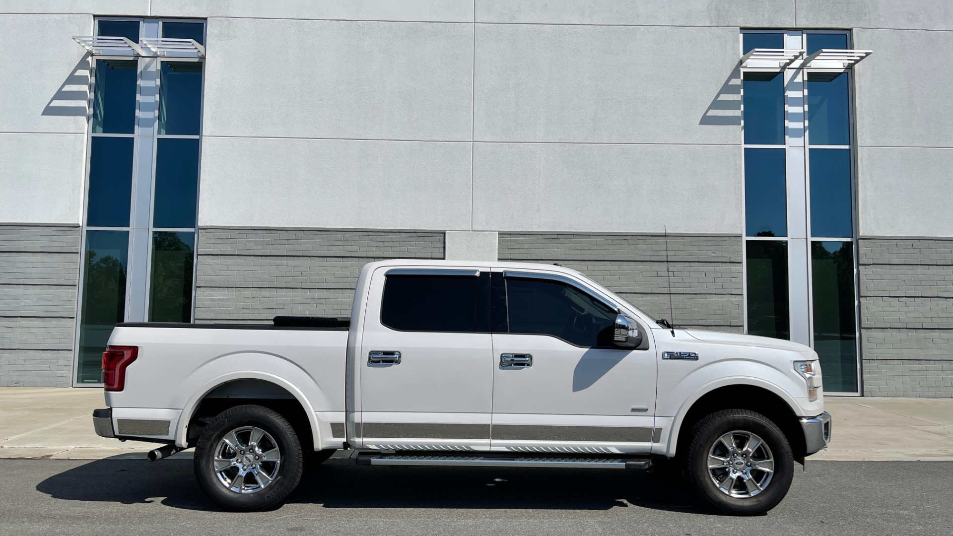Used 2016 Ford F-150 LARIAT 4X4 / 3.5L V6 / 6-SPD AUTO / BLIS / SONY / NAV / REARVIEW for sale $37,500 at Formula Imports in Charlotte NC 28227 8