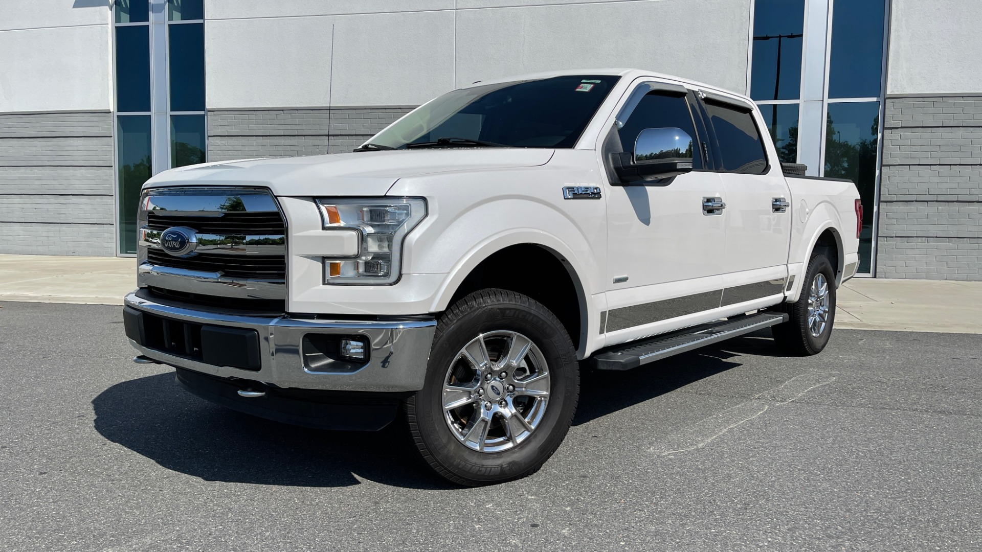Used 2016 Ford F-150 LARIAT 4X4 / 3.5L V6 / 6-SPD AUTO / BLIS / SONY / NAV / REARVIEW for sale $37,500 at Formula Imports in Charlotte NC 28227 1