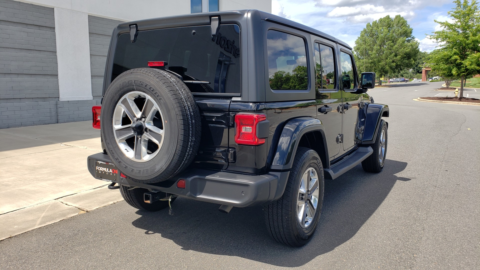 Used 2018 Jeep WRANGLER UNLIMITED SAHARA / 3.6L V6 / 6-SPD MAN / ALPINE / NAV / HTD STS / REARVIEW for sale $43,999 at Formula Imports in Charlotte NC 28227 2