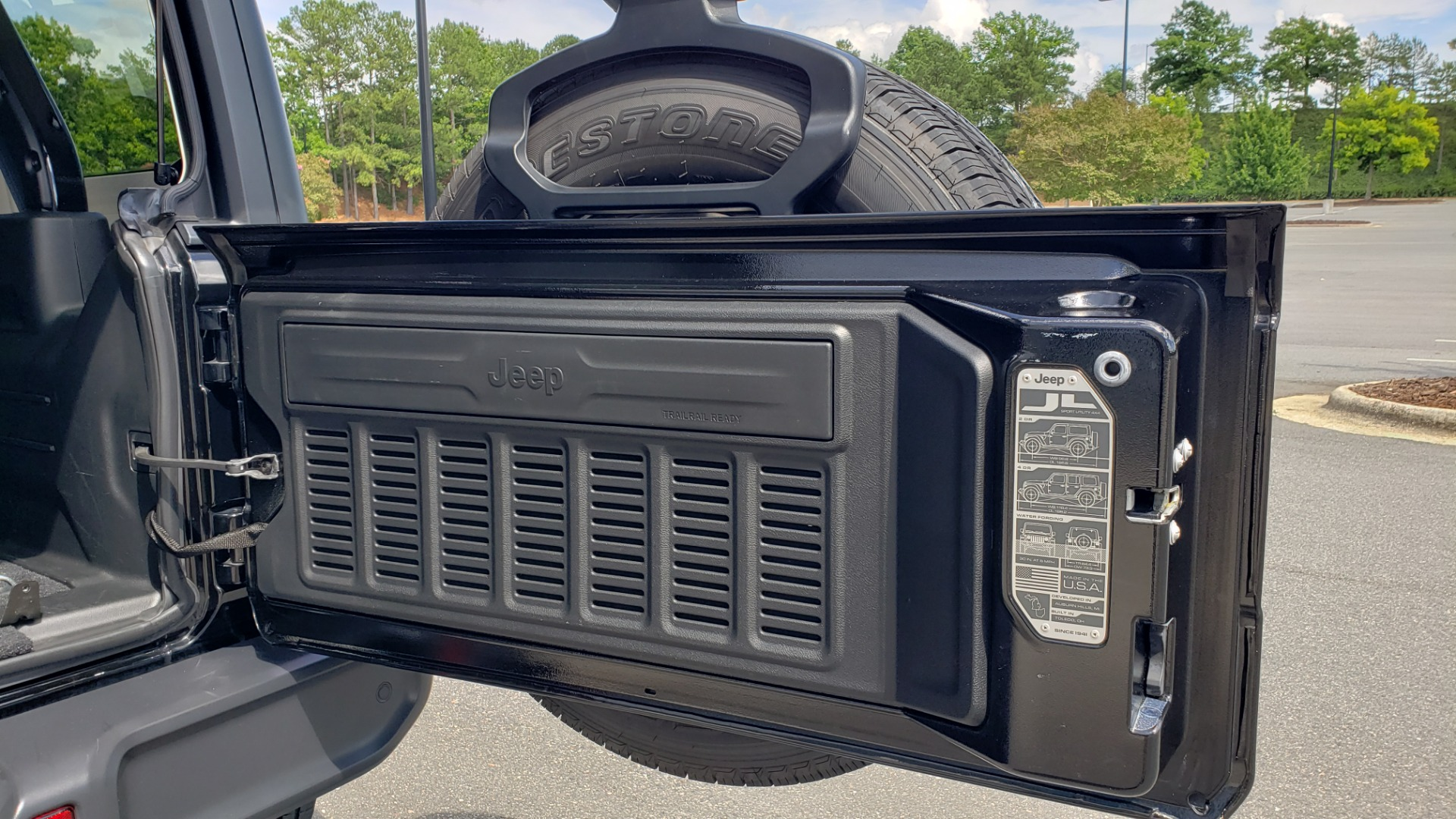 Used 2018 Jeep WRANGLER UNLIMITED SAHARA / 3.6L V6 / 6-SPD MAN / ALPINE / NAV / HTD STS / REARVIEW for sale $43,999 at Formula Imports in Charlotte NC 28227 22