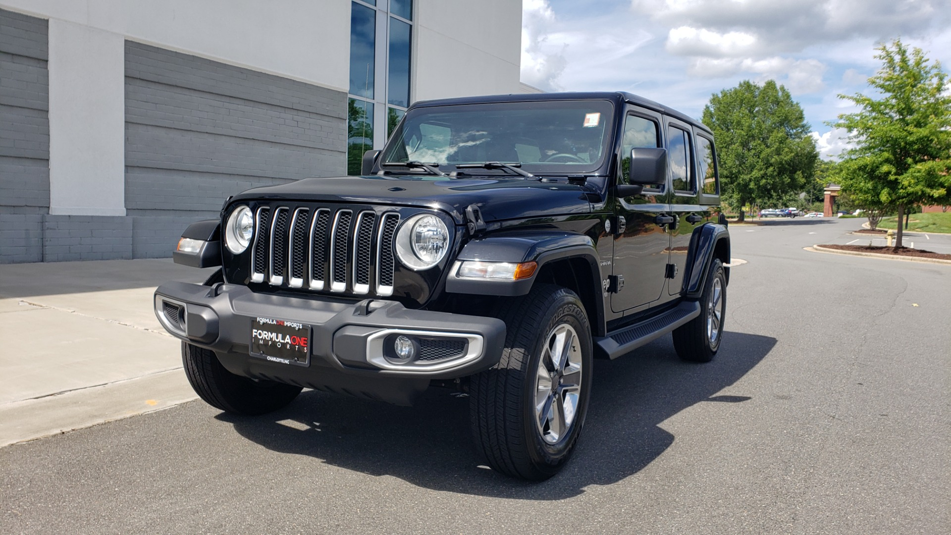 Used 2018 Jeep WRANGLER UNLIMITED SAHARA / 3.6L V6 / 6-SPD MAN / ALPINE / NAV / HTD STS / REARVIEW for sale $43,999 at Formula Imports in Charlotte NC 28227 3