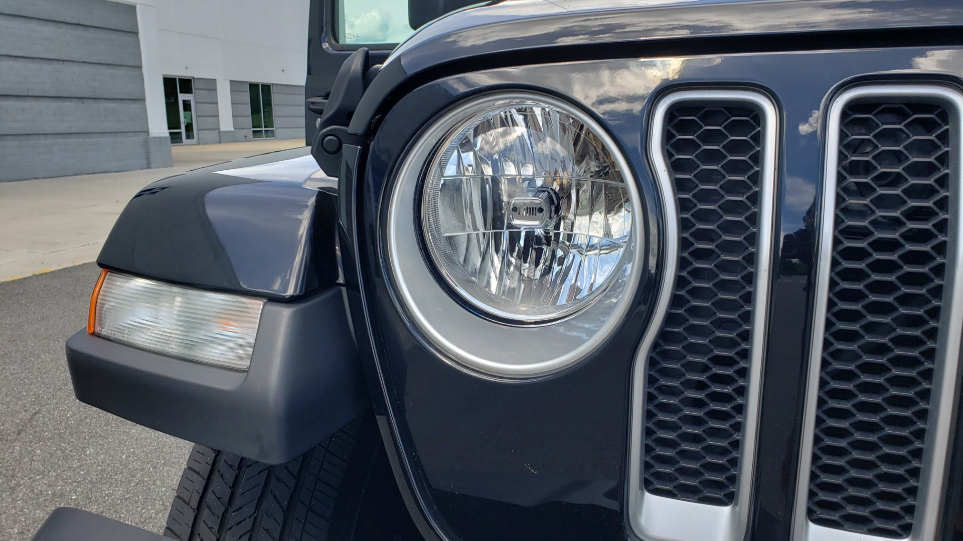 Used 2018 Jeep WRANGLER UNLIMITED SAHARA / 3.6L V6 / 6-SPD MAN / ALPINE / NAV / HTD STS / REARVIEW for sale $43,999 at Formula Imports in Charlotte NC 28227 33
