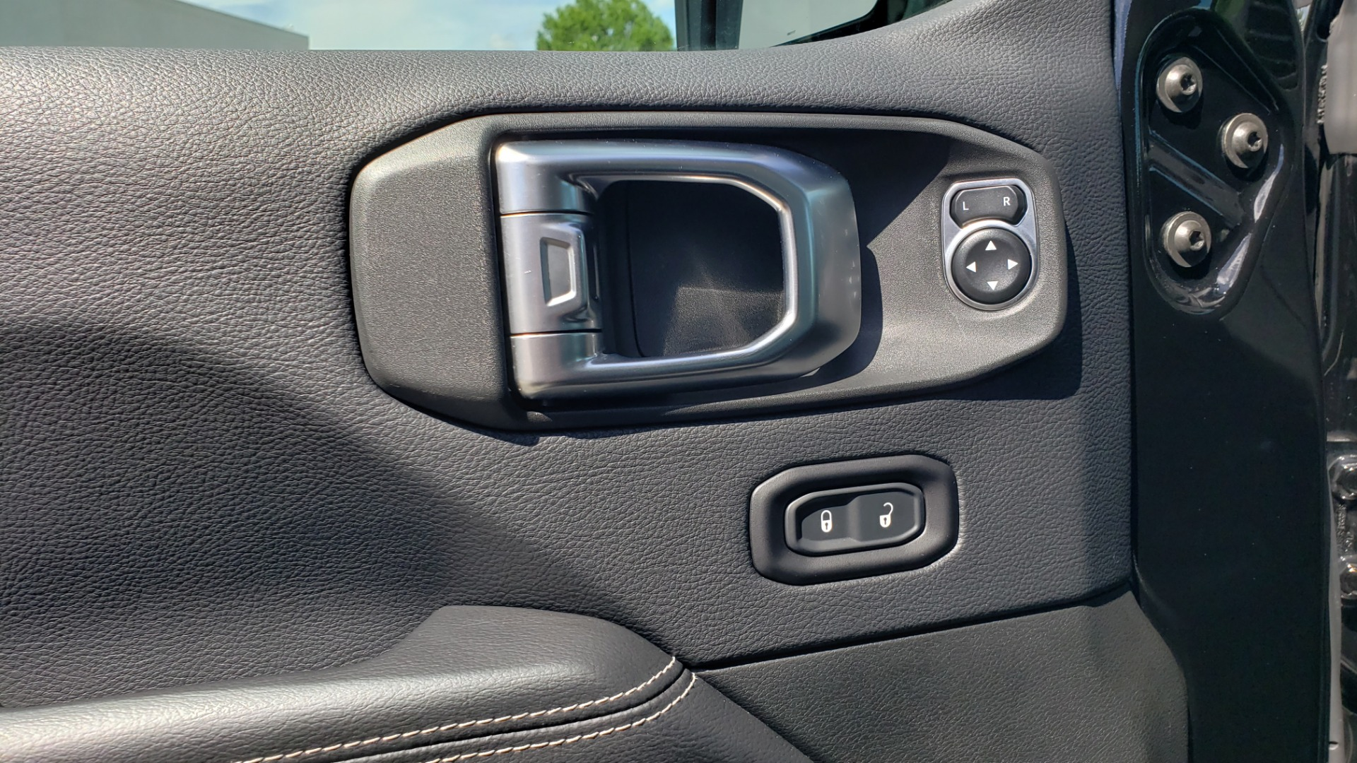 Used 2018 Jeep WRANGLER UNLIMITED SAHARA / 3.6L V6 / 6-SPD MAN / ALPINE / NAV / HTD STS / REARVIEW for sale $43,999 at Formula Imports in Charlotte NC 28227 49