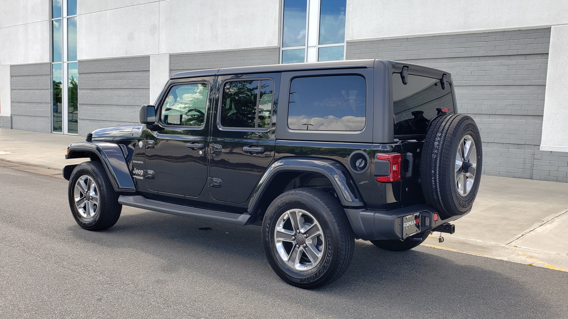 Used 2018 Jeep WRANGLER UNLIMITED SAHARA / 3.6L V6 / 6-SPD MAN / ALPINE / NAV / HTD STS / REARVIEW for sale $43,999 at Formula Imports in Charlotte NC 28227 6