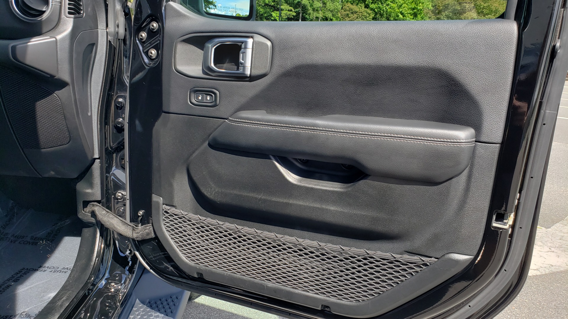 Used 2018 Jeep WRANGLER UNLIMITED SAHARA / 3.6L V6 / 6-SPD MAN / ALPINE / NAV / HTD STS / REARVIEW for sale $43,999 at Formula Imports in Charlotte NC 28227 79
