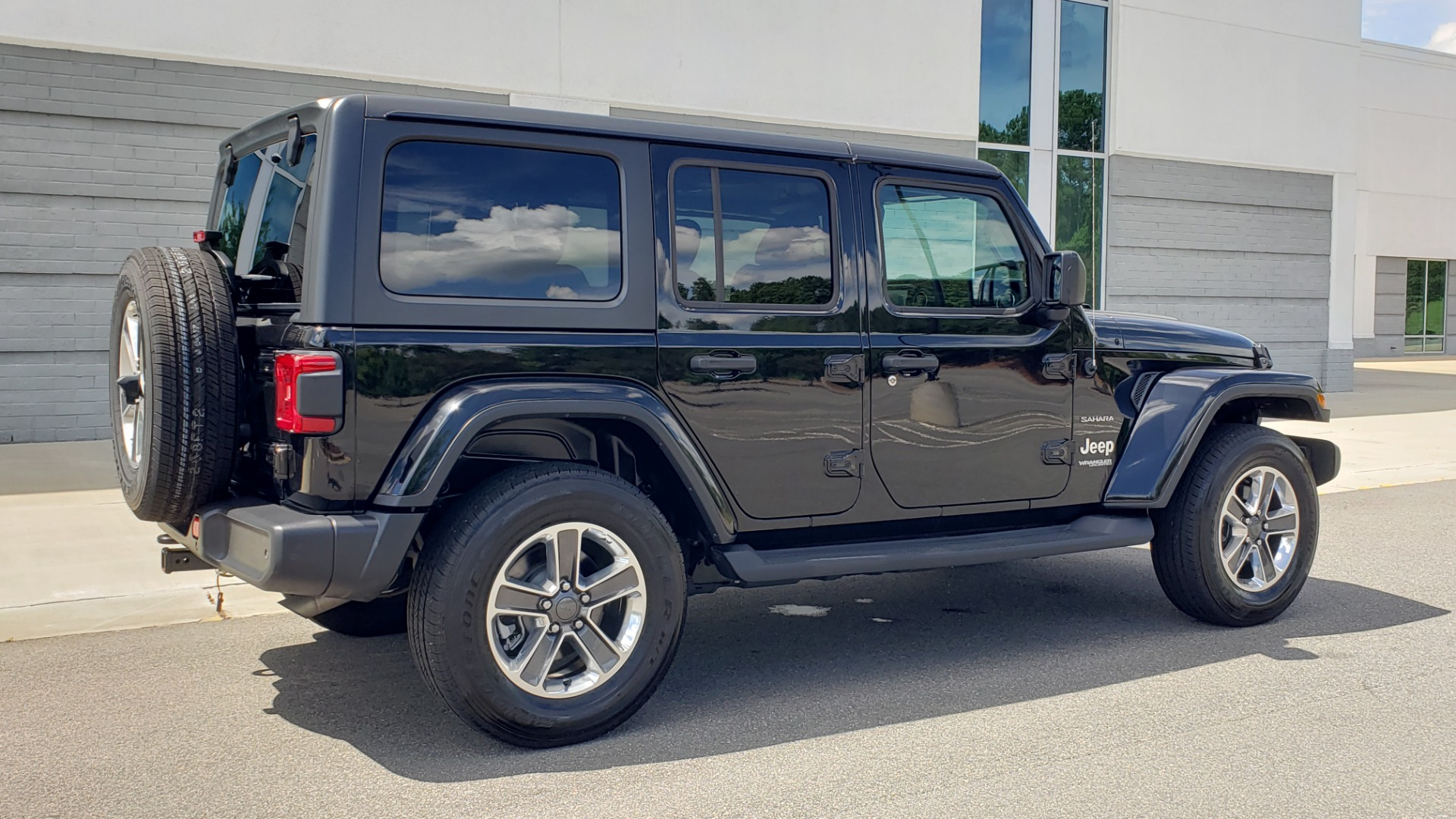 Used 2018 Jeep WRANGLER UNLIMITED SAHARA / 3.6L V6 / 6-SPD MAN / ALPINE / NAV / HTD STS / REARVIEW for sale $43,999 at Formula Imports in Charlotte NC 28227 8