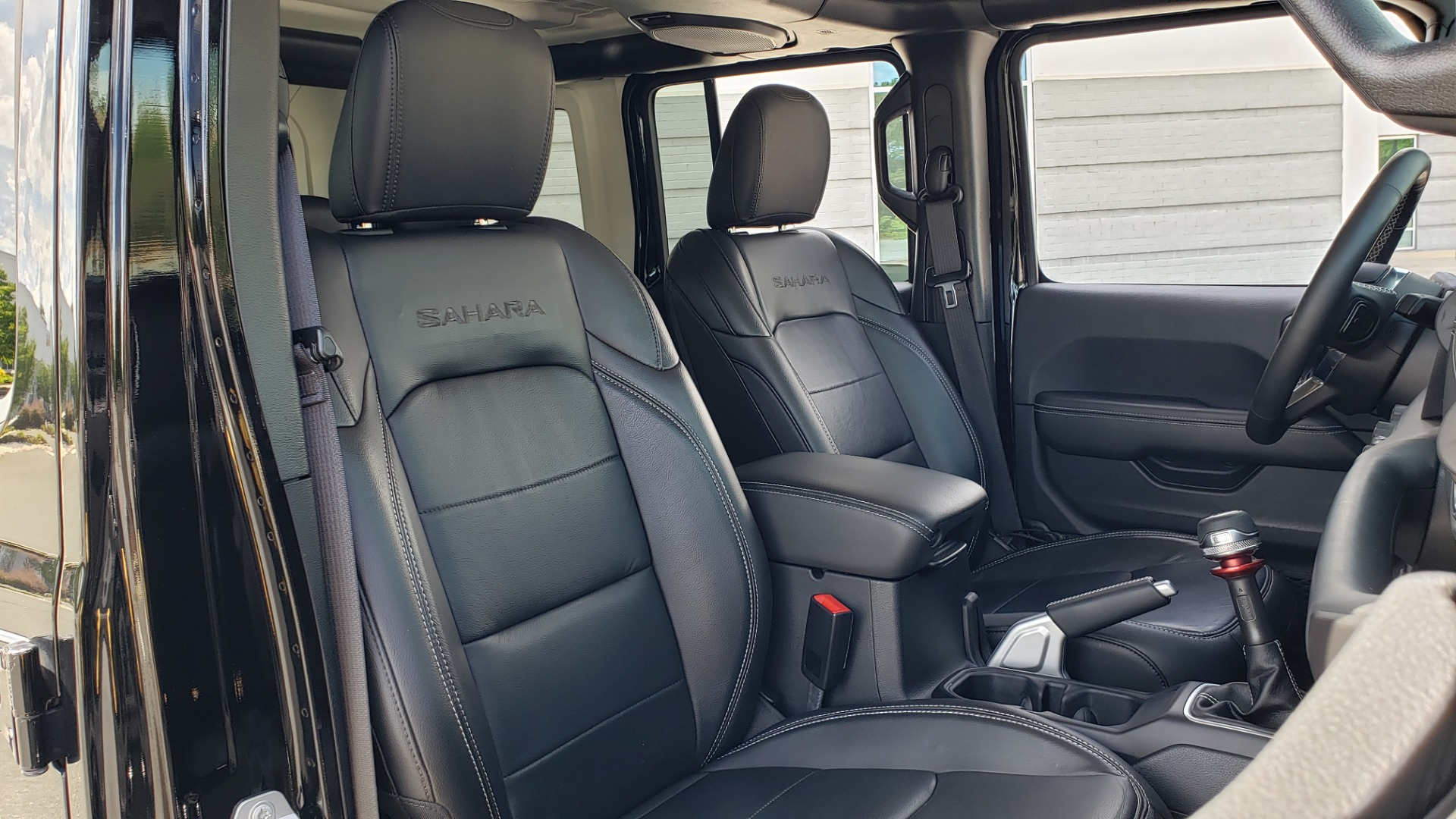 Used 2018 Jeep WRANGLER UNLIMITED SAHARA / 3.6L V6 / 6-SPD MAN / ALPINE / NAV / HTD STS / REARVIEW for sale $43,999 at Formula Imports in Charlotte NC 28227 82