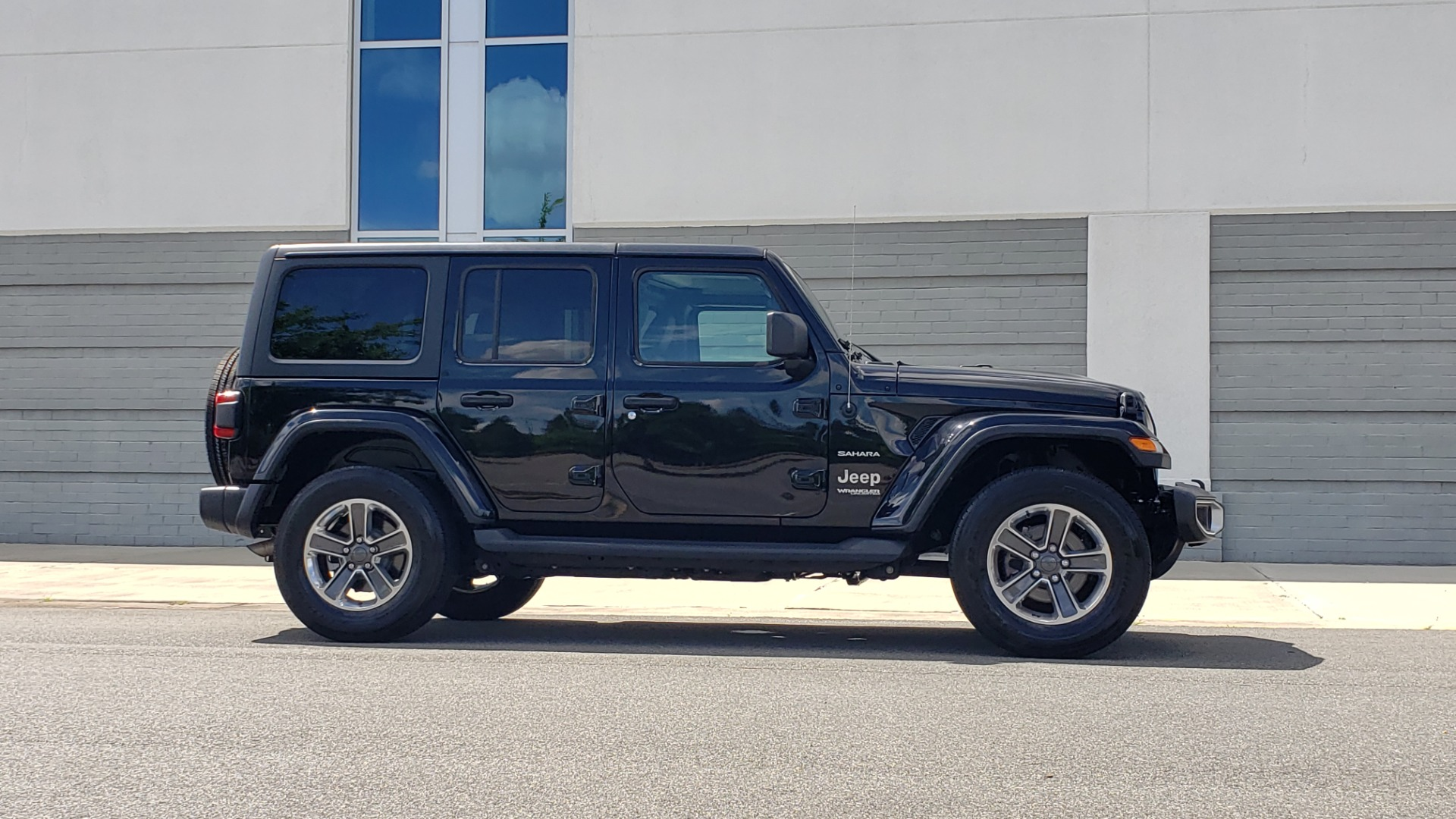 Used 2018 Jeep WRANGLER UNLIMITED SAHARA / 3.6L V6 / 6-SPD MAN / ALPINE / NAV / HTD STS / REARVIEW for sale $43,999 at Formula Imports in Charlotte NC 28227 9