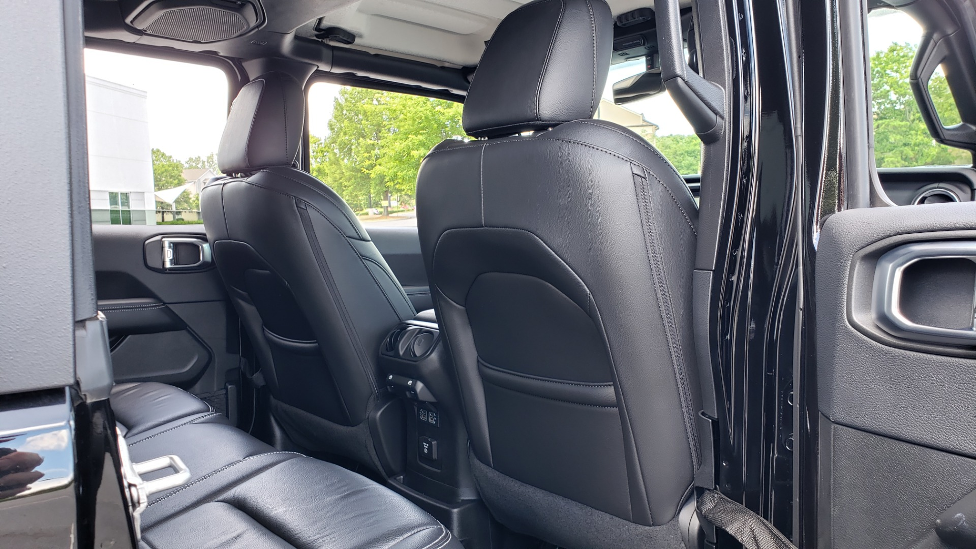 Used 2018 Jeep WRANGLER UNLIMITED SAHARA / 3.6L V6 / 6-SPD MAN / ALPINE / NAV / HTD STS / REARVIEW for sale $43,999 at Formula Imports in Charlotte NC 28227 92