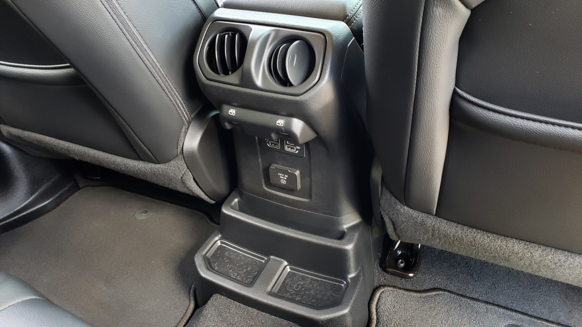 Used 2018 Jeep WRANGLER UNLIMITED SAHARA / 3.6L V6 / 6-SPD MAN / ALPINE / NAV / HTD STS / REARVIEW for sale $43,999 at Formula Imports in Charlotte NC 28227 95