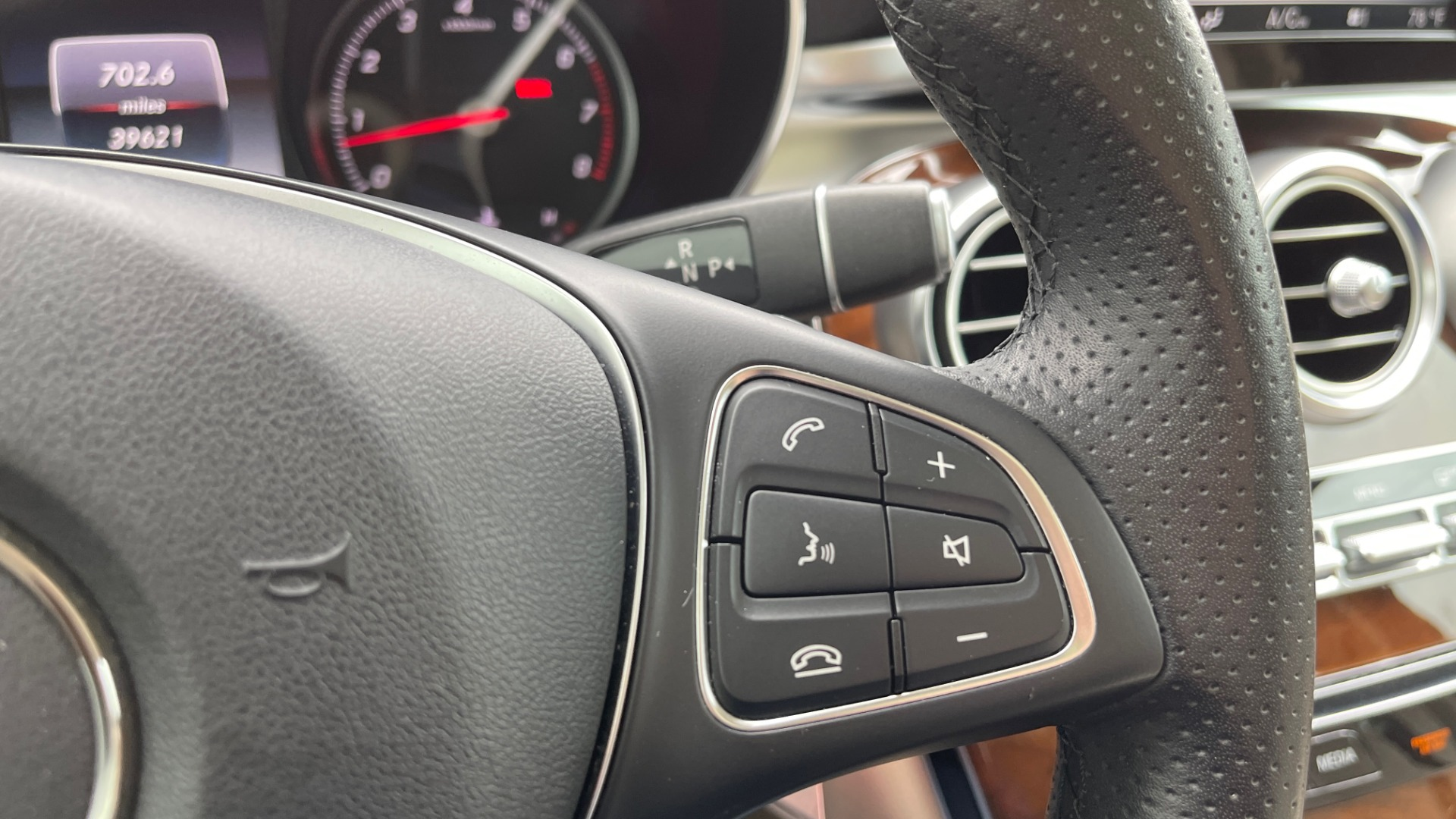 Used 2018 Mercedes-Benz GLC 300 PREMIUM / PANO-ROOF / HTD STS / PARK ASST / REARVIEW for sale $34,613 at Formula Imports in Charlotte NC 28227 32