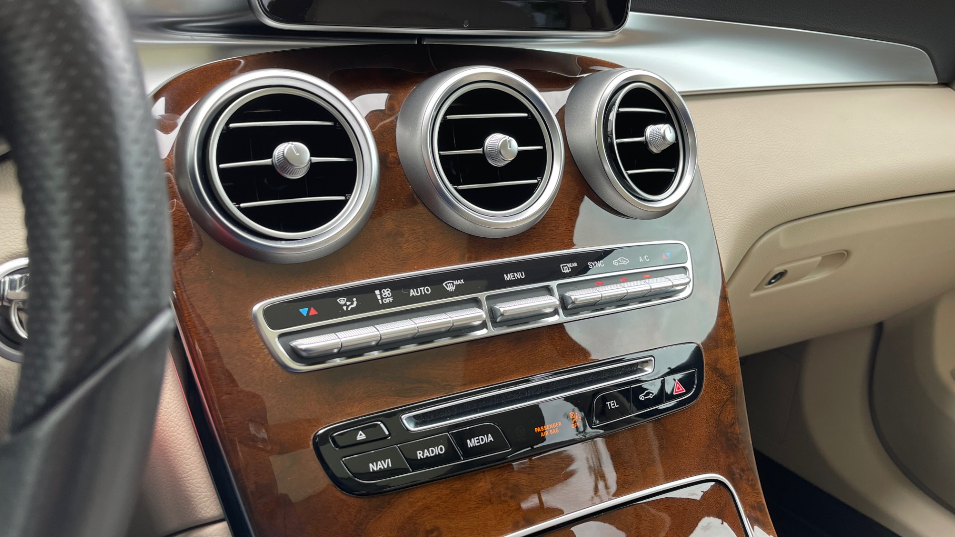 Used 2018 Mercedes-Benz GLC 300 PREMIUM / PANO-ROOF / HTD STS / PARK ASST / REARVIEW for sale $34,613 at Formula Imports in Charlotte NC 28227 37